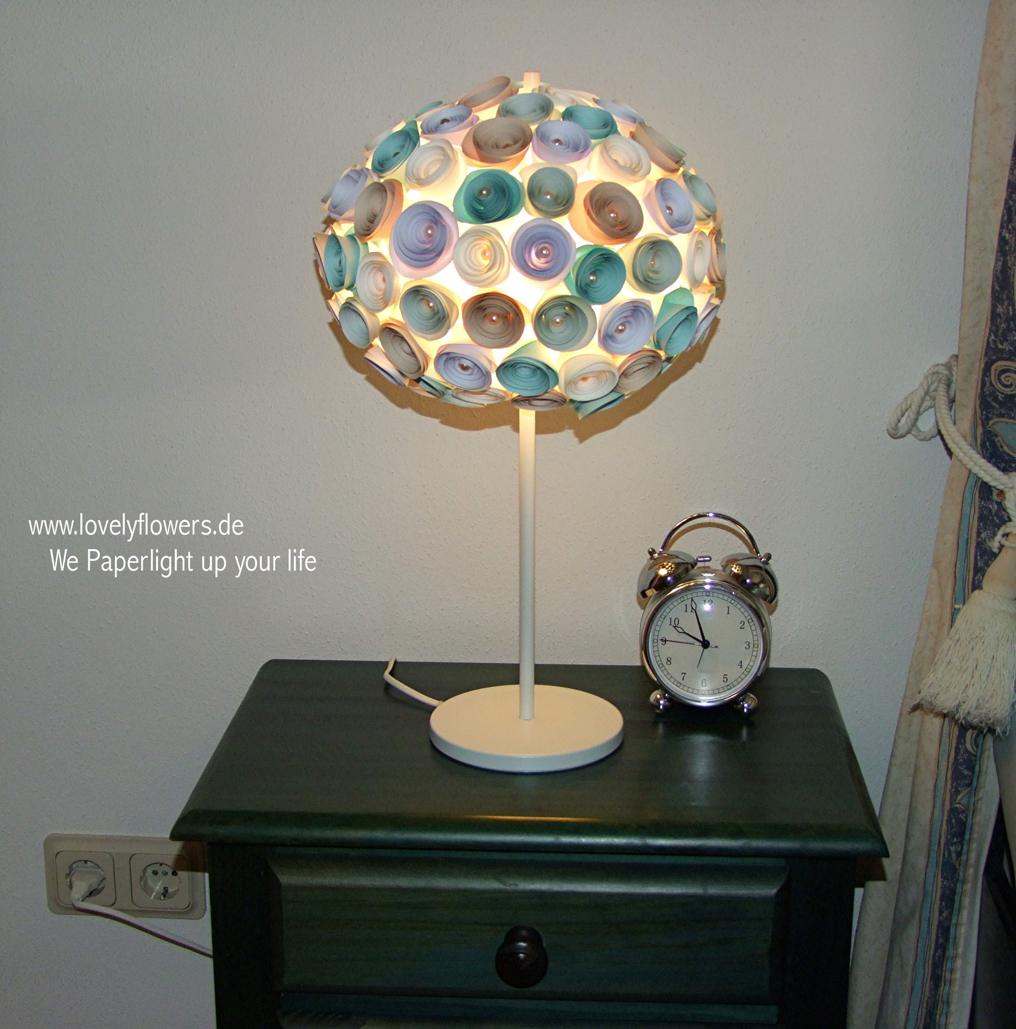 www.lovelyflowers.de - Paper Art Lampen machen Dein Schlafzimmer am Abend kuschelig!