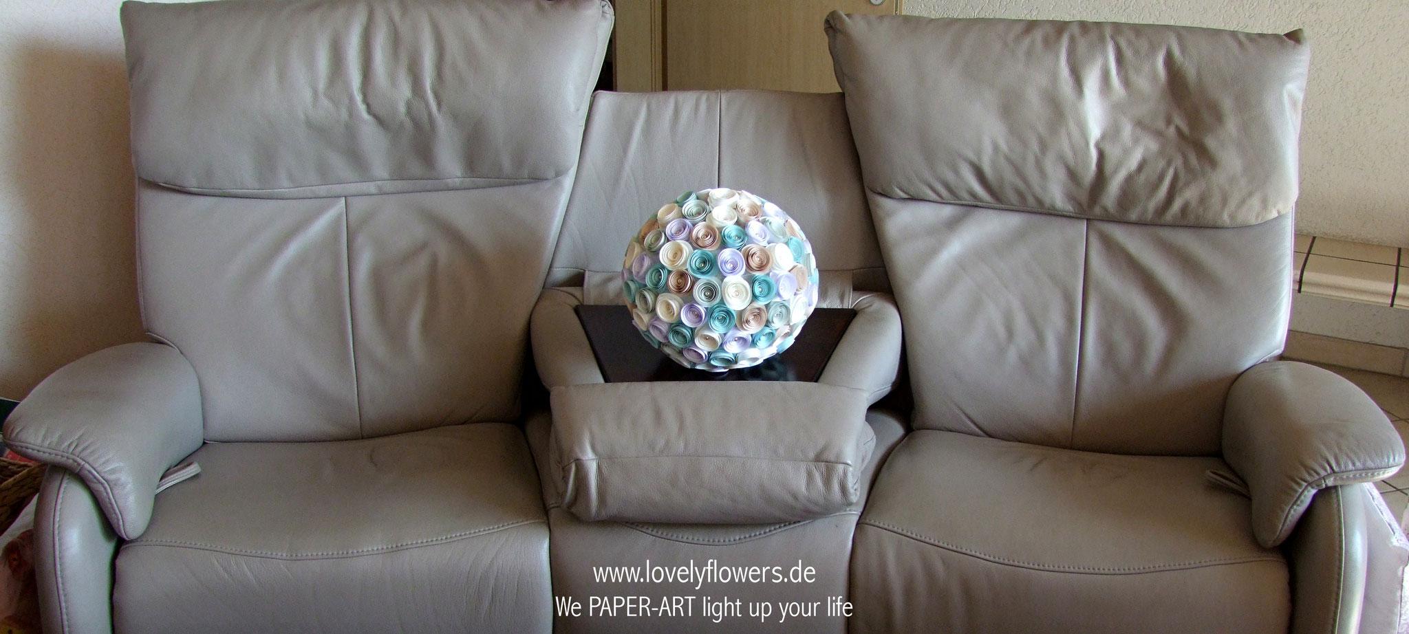 www.lovelyflowers.de - Paper Art Lampen machen Dein Sofa kuschelig!
