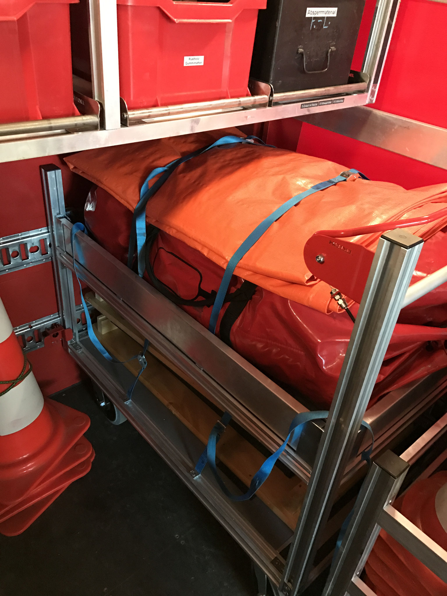 Rollcontainer mit Einsatzzelt