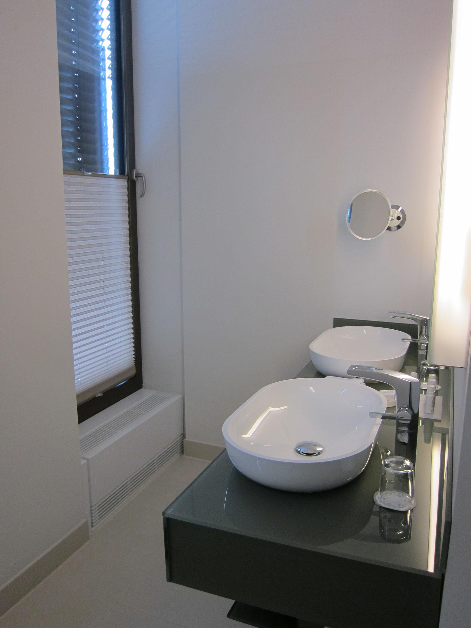 Cosmo Hotel Badezimmer der Suite
