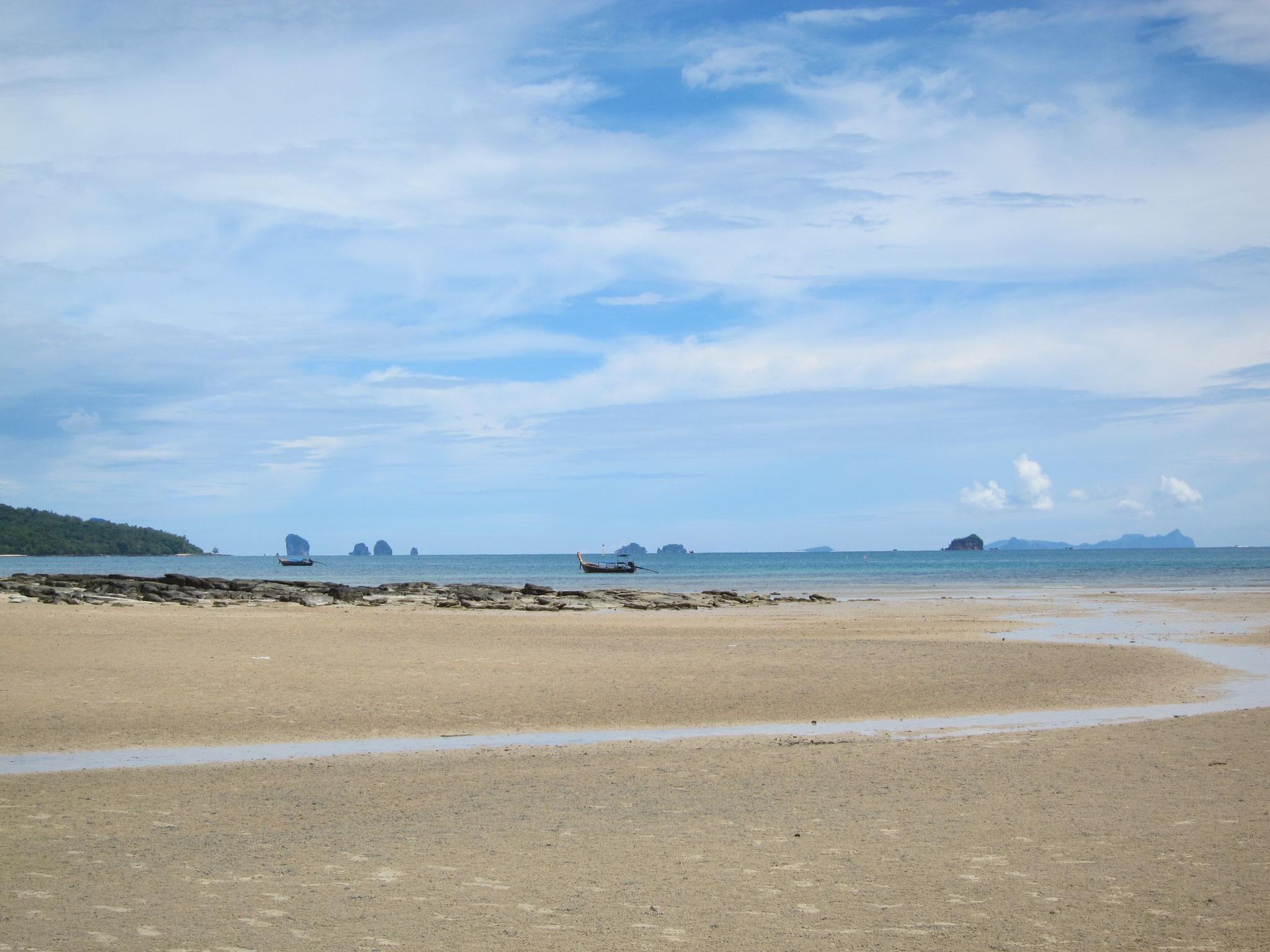 Ebbe ein paar 100m entfernt vom Dusit Thani Krabi Beach Resort