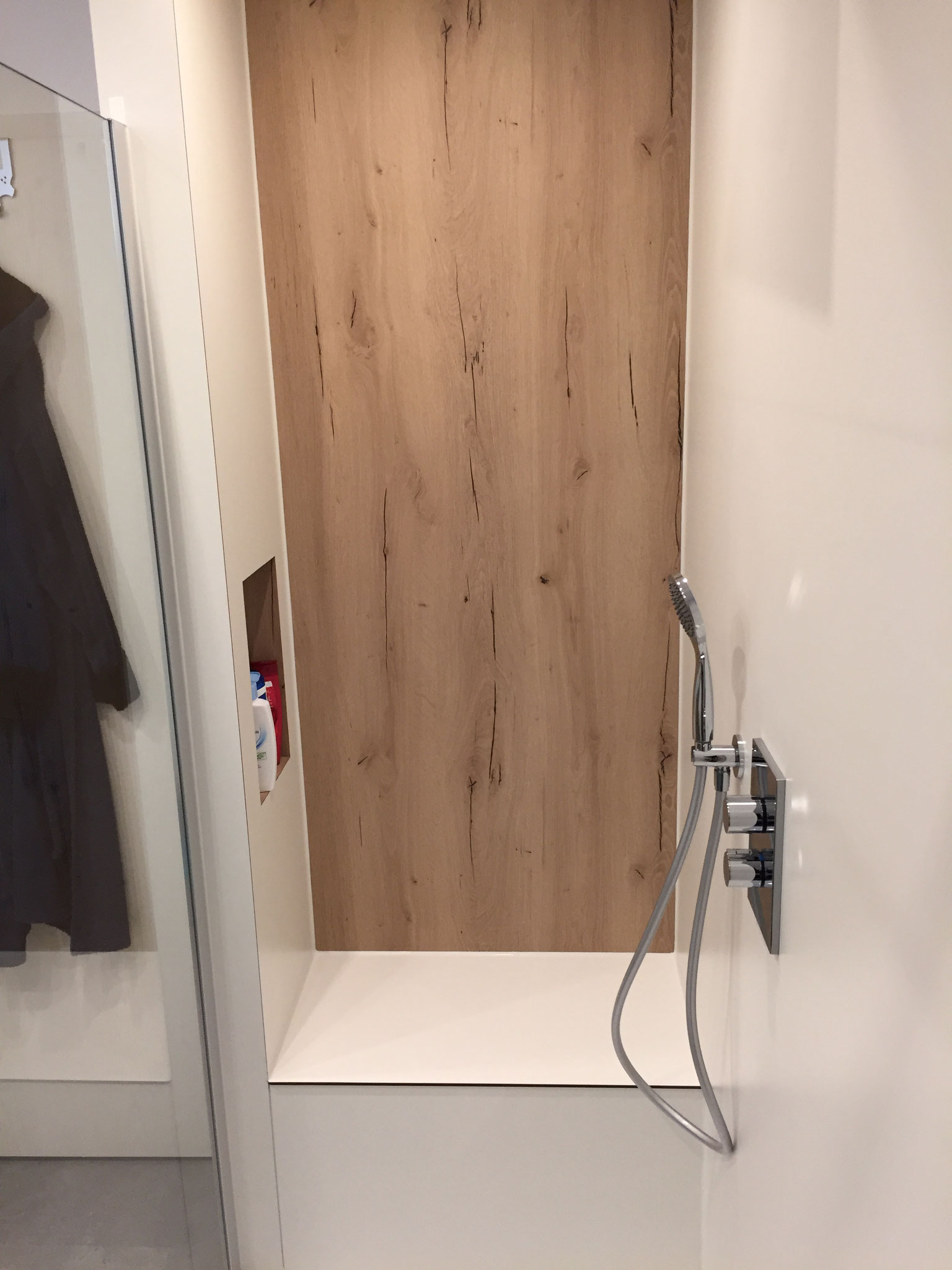 Dusche mit SpaStyling® Board in Holzoptik
