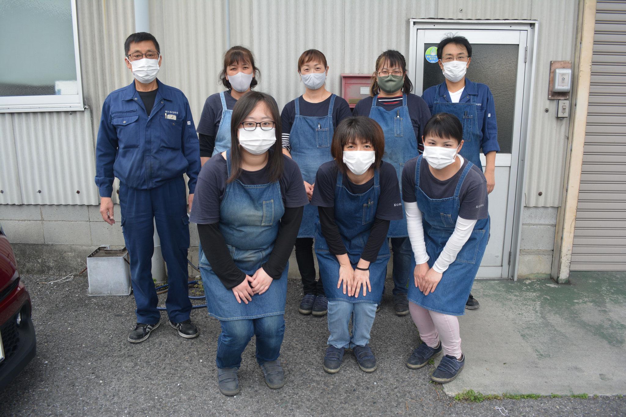 第二部品工場 ※コロナウイルス感染予防の為、全員マスクを着用しています。