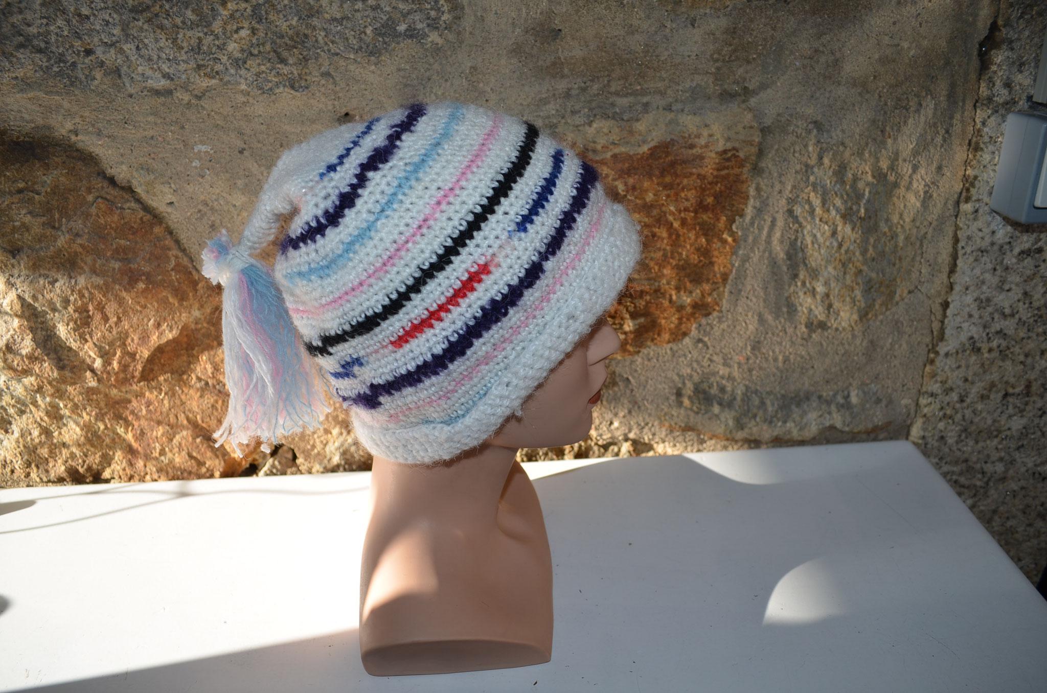 bunt gestreifte Zipfelmütze mit Quast. Handmade und Design by Zeitzeugen-Manufactur. 10,00 €