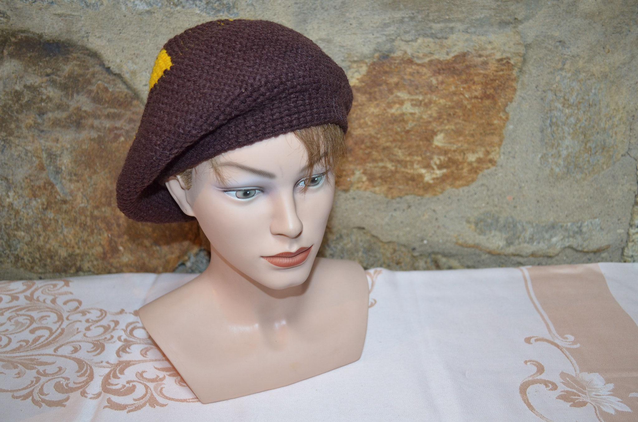 70er Jahre Handarbeit. Braune Mütze mit bunten Elementen. Preis: 7,90 €