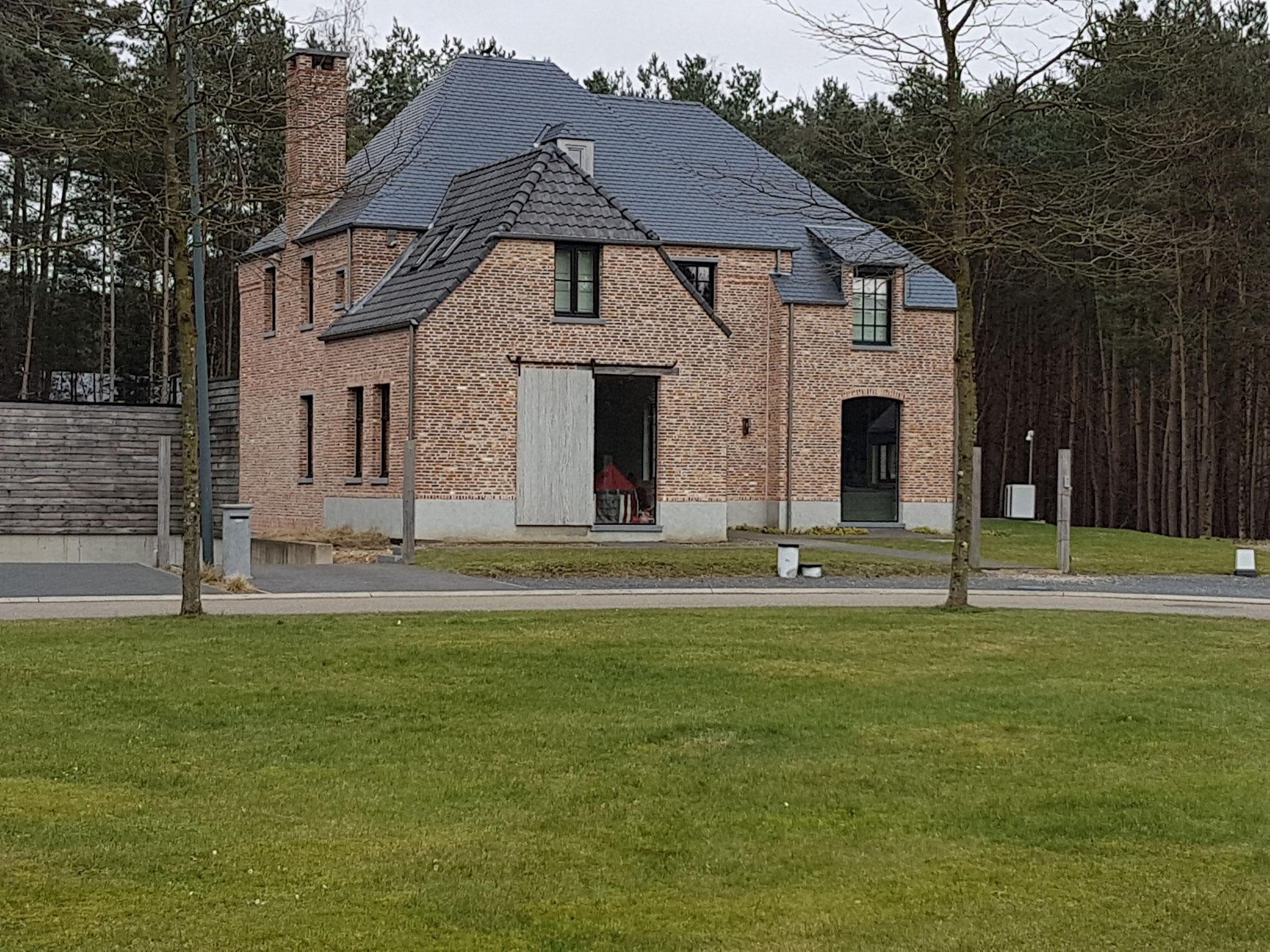 Opstelling buitenunit Vaillant aroCOLLECT  VWL zonder afbreuk te doen aan het uitzicht van de woning