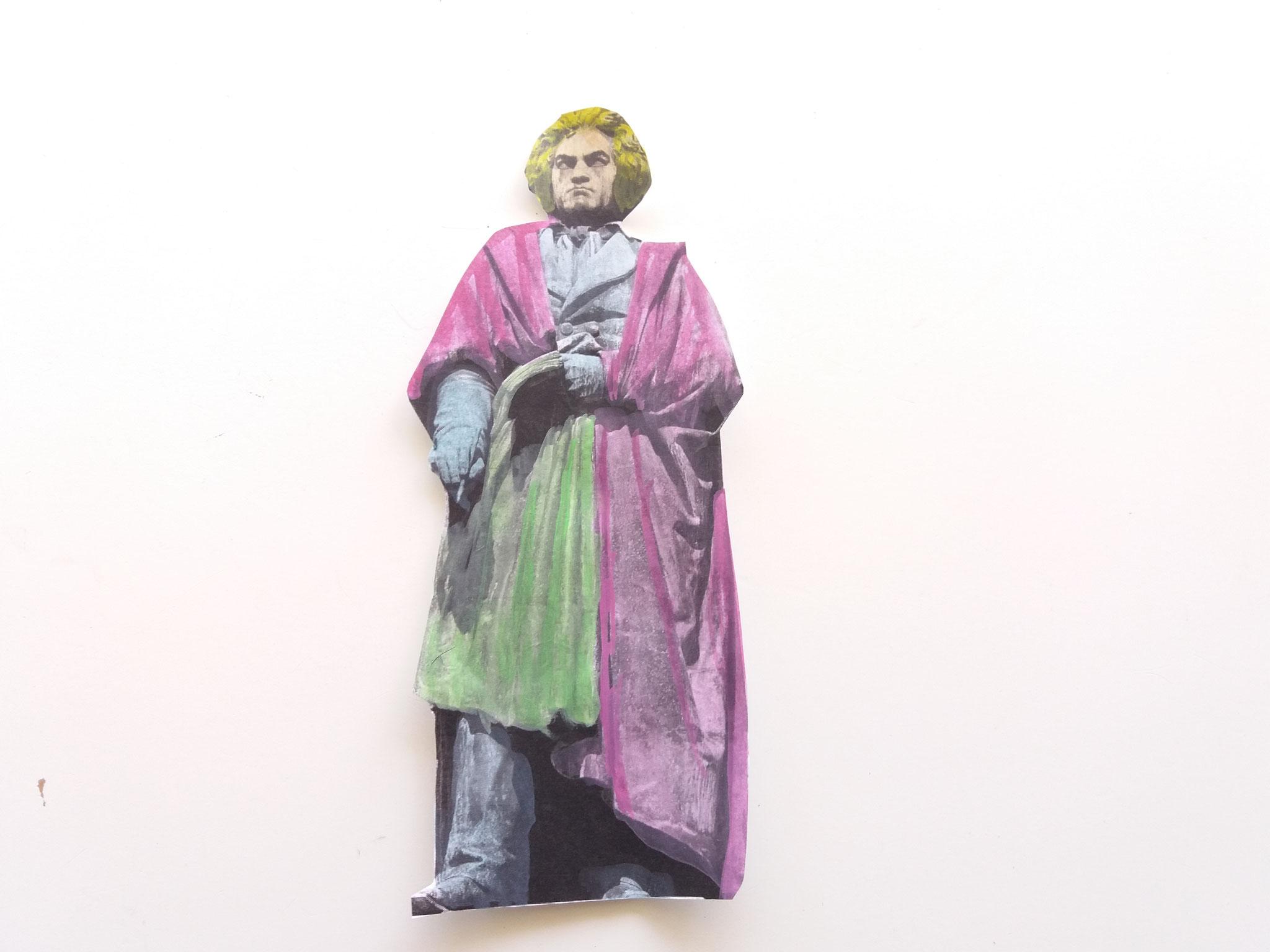 Vorsichtig die Statue anmalen, so dass die grauen Konturen weiterhin sichtbar bleiben