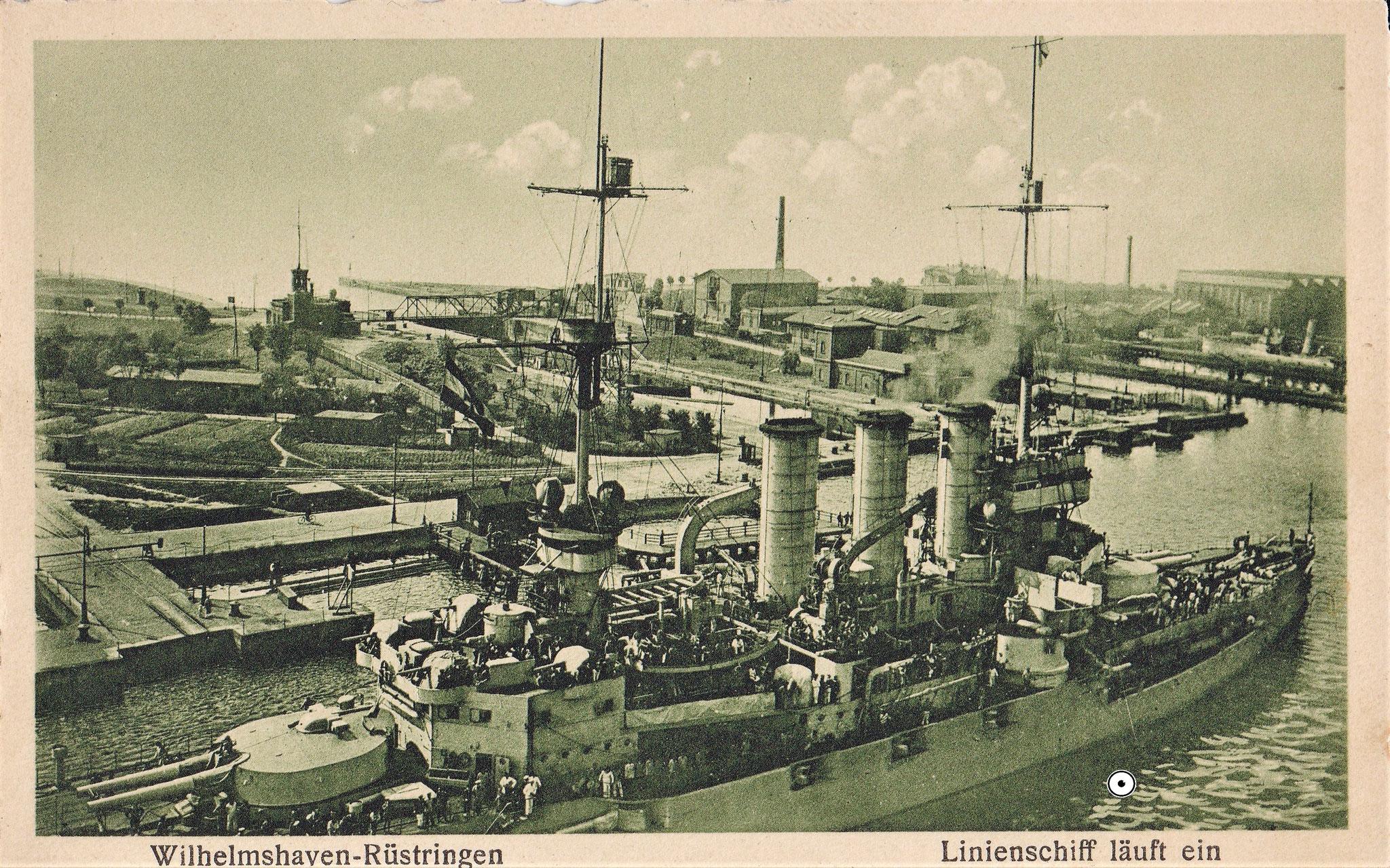 Blick auf das östliche Gelände der Torpedowerft, daneben die 1. Einfahrt. Links unten das alte Hafentor