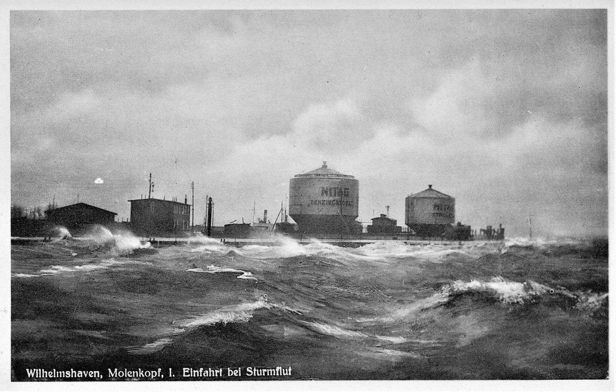 Die Behälter 1 und 2 am Molenkopf der 1. Einfahrt auf einer Karte aus den 20er/30er-Jahren. Deutlich zu sehen die NITAG-Beschriftung