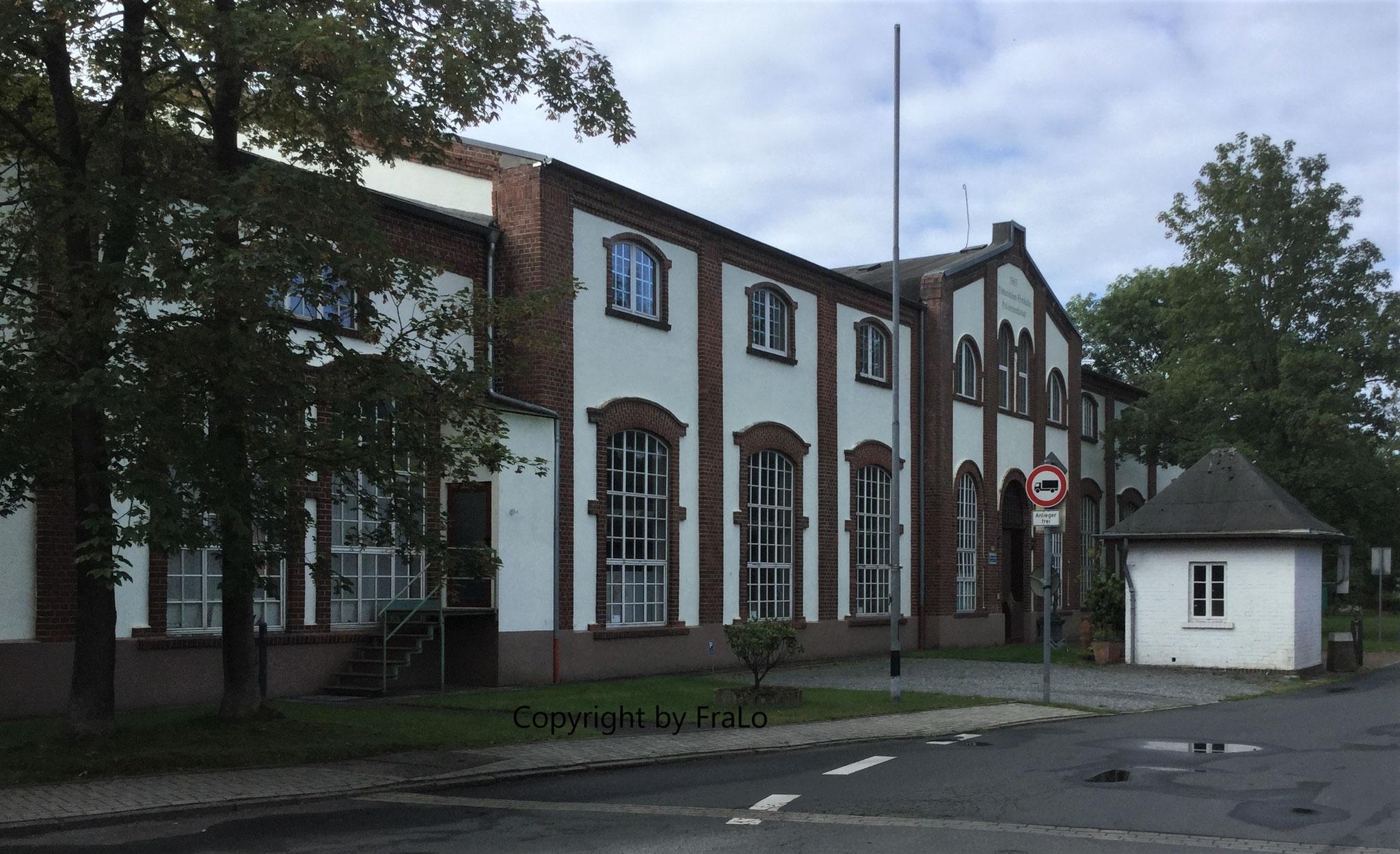 Hülsenwerkstatt an der Planckstraße, Ansicht von Nordost. Rechts ein Bahnwärterhäuschen.