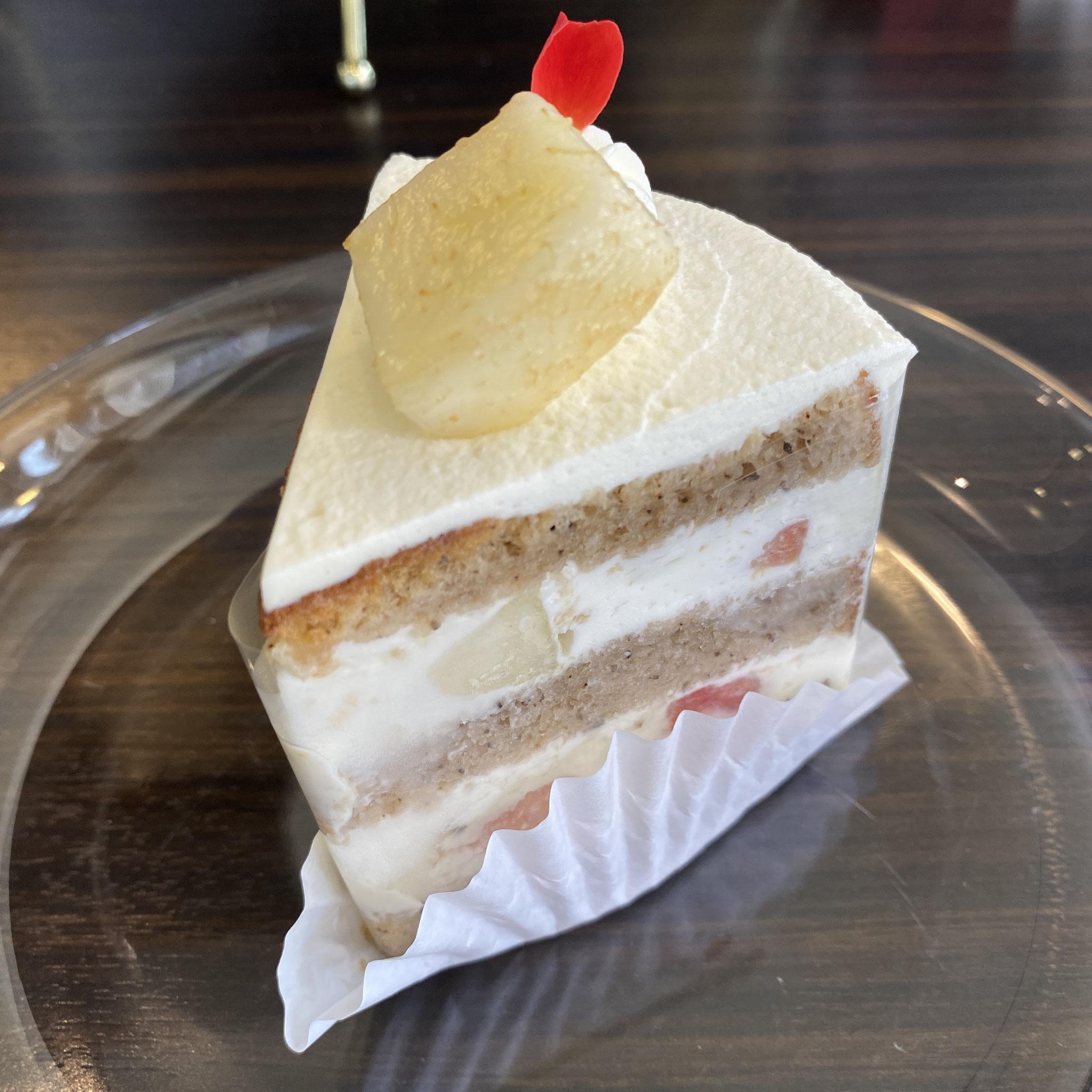 桃と紅茶のショートケーキ