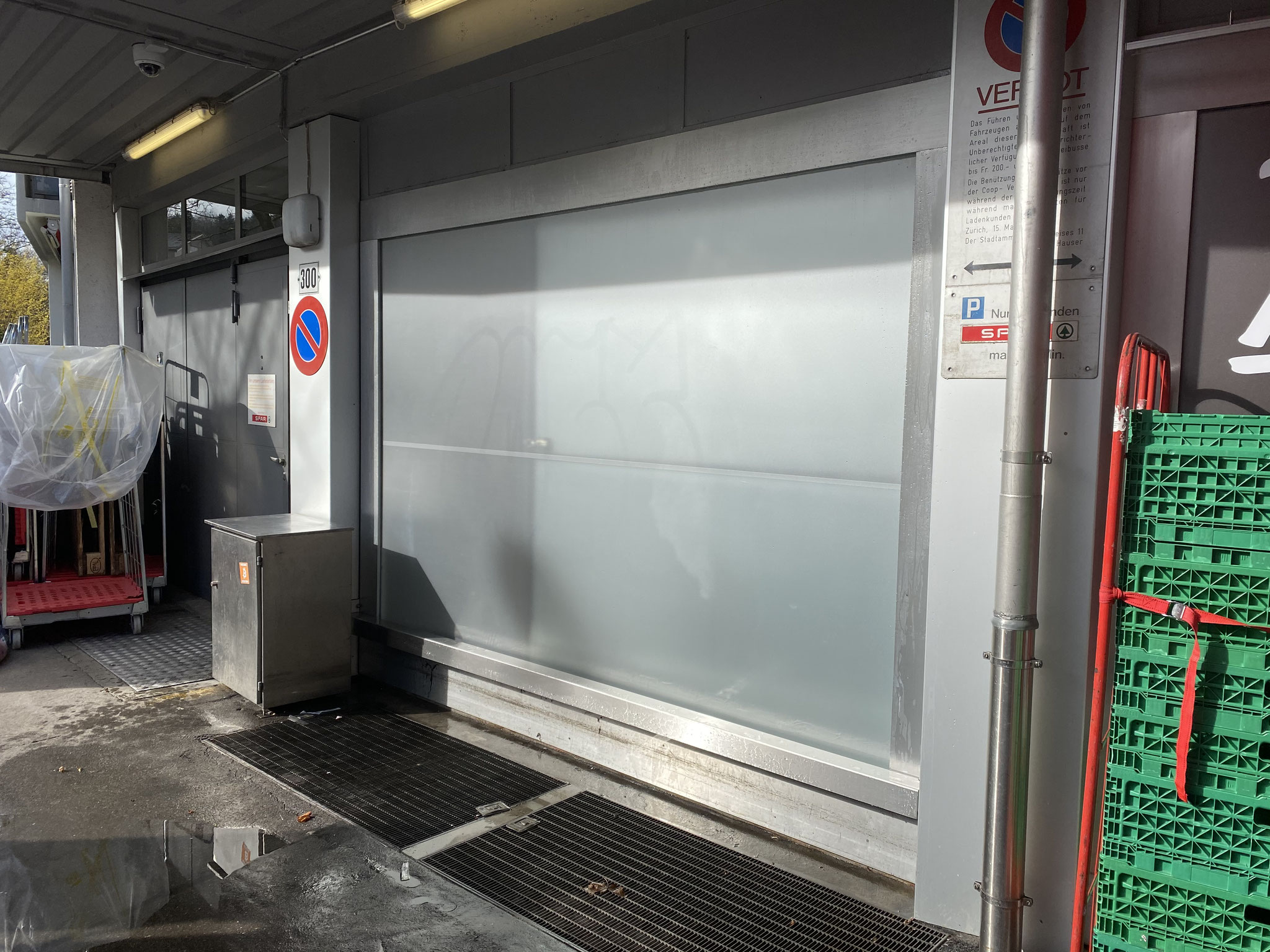 Graffitireinigung auf einer Folie / SPAR in Zürich / Nachher