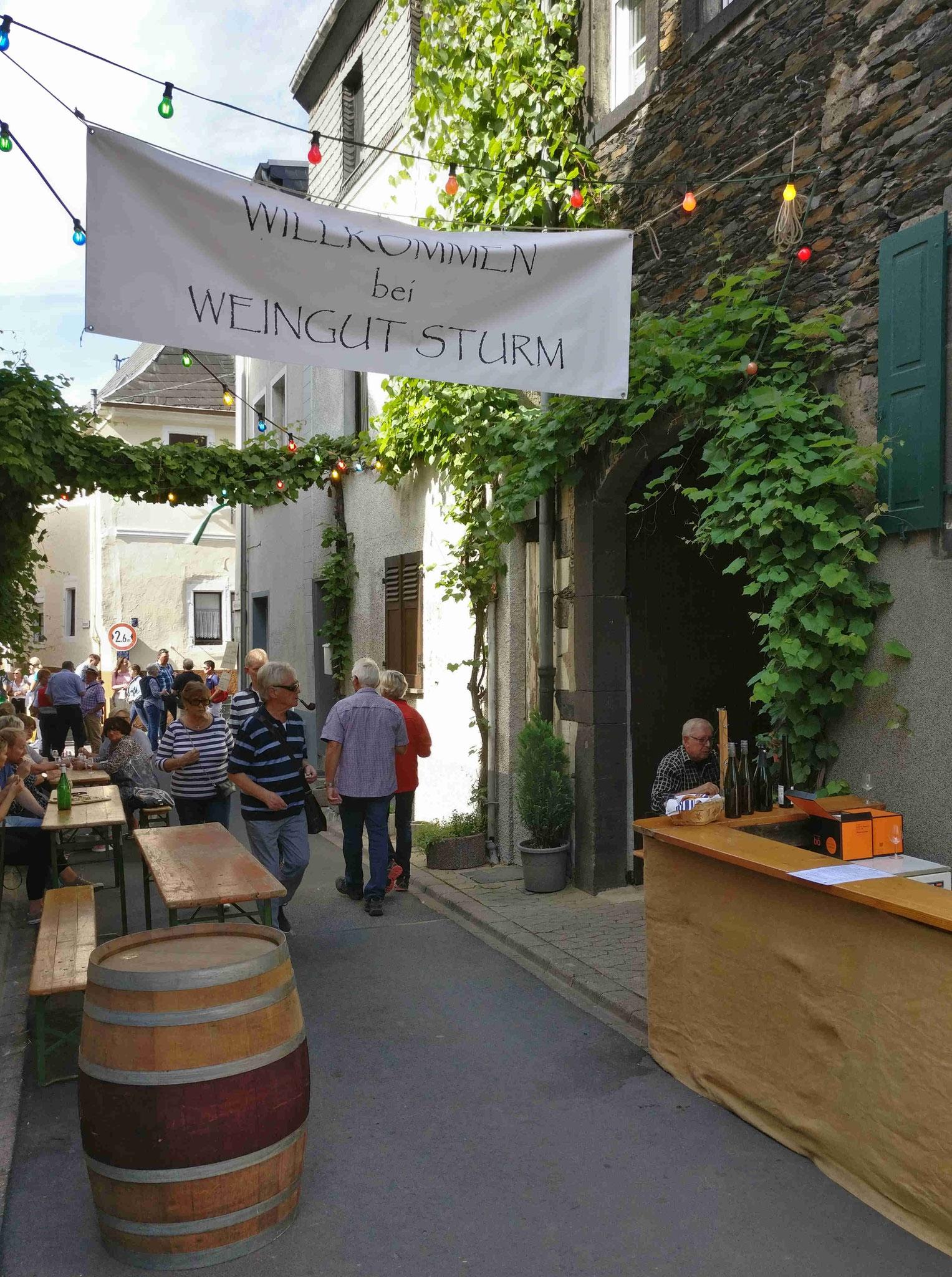 Straßenansicht des Weinstandes