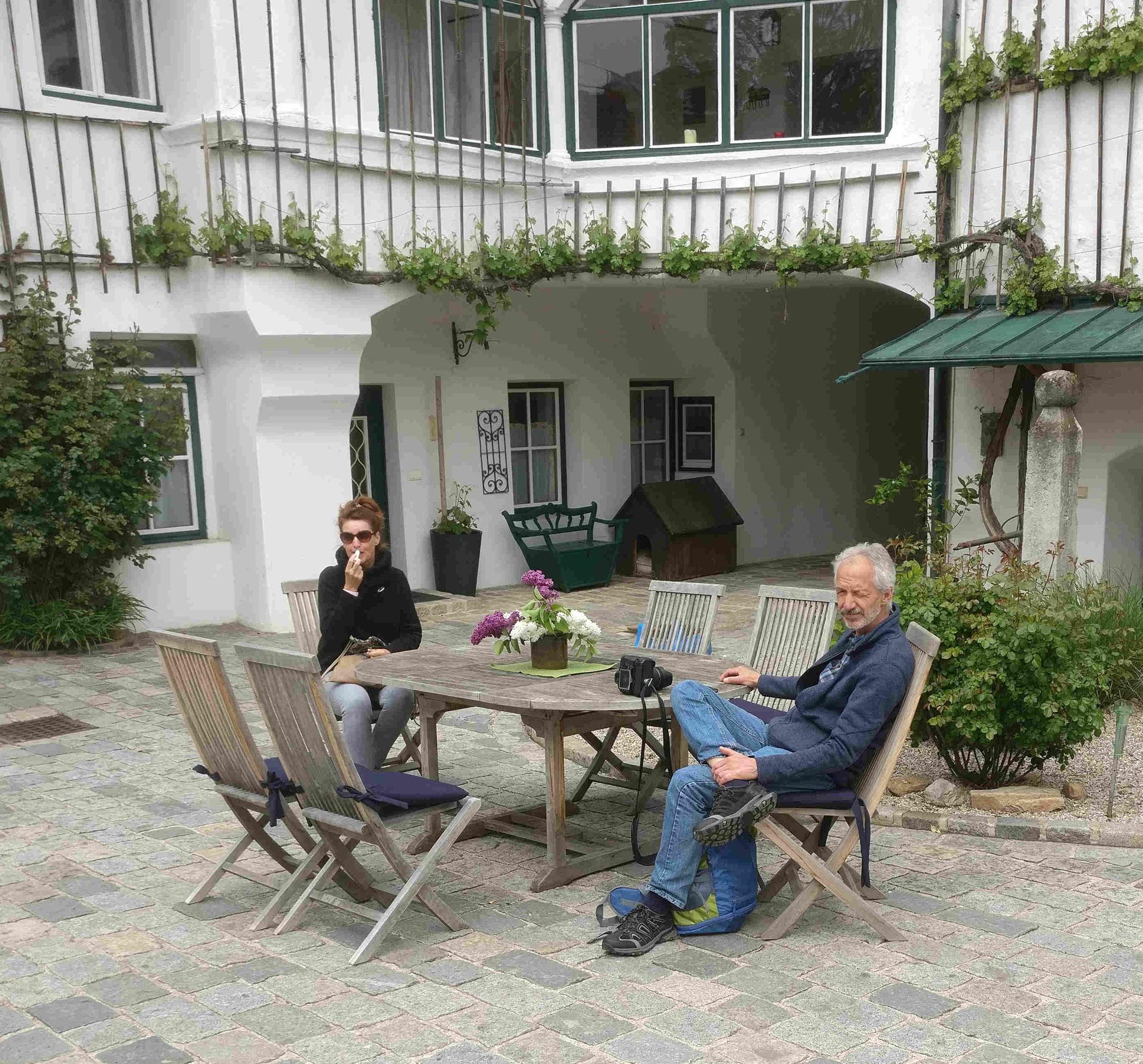 Weingut Jurtschitsch: Eine erste Rast auf dem Innenhof