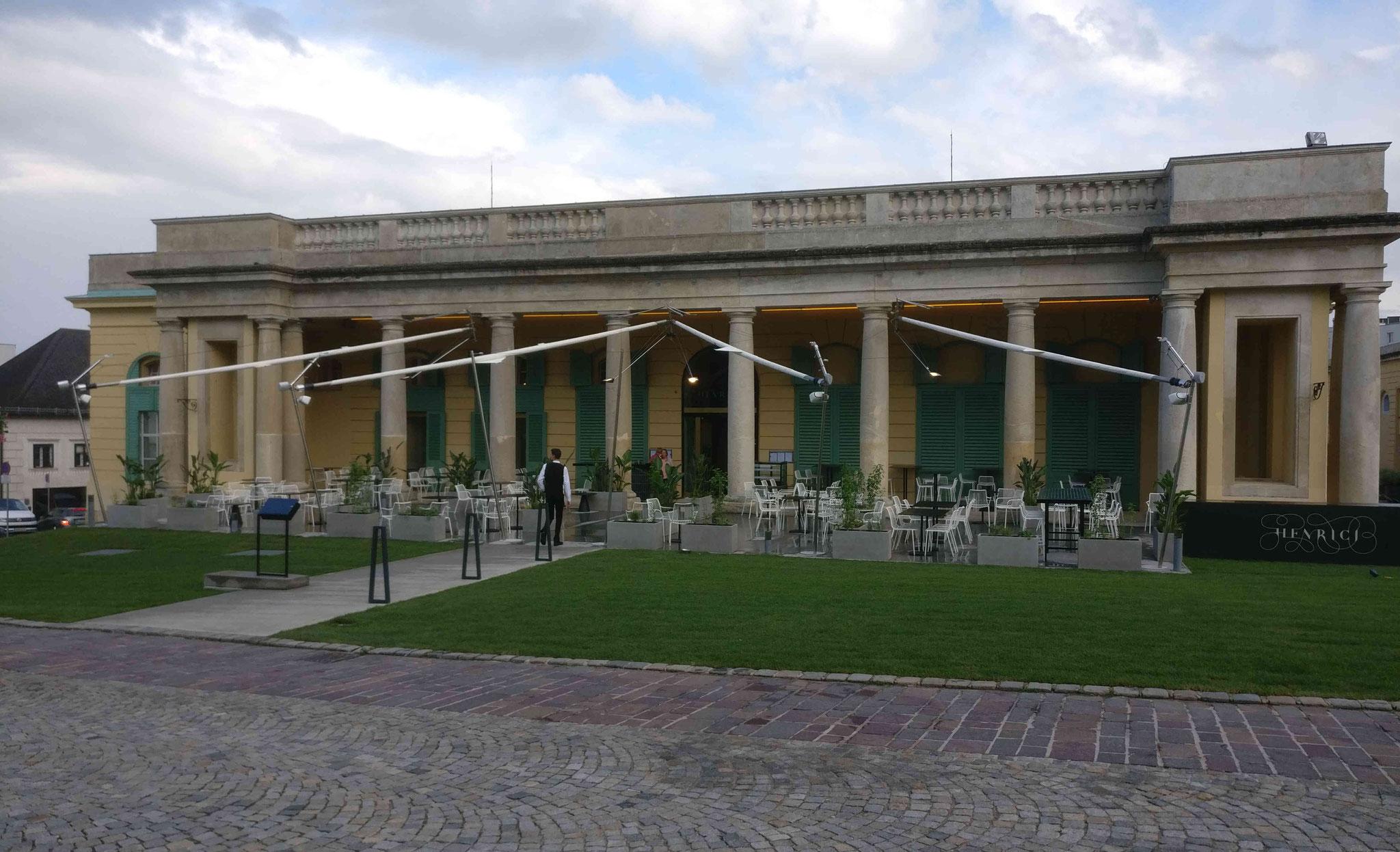 Ehemalige Pferdestallungen des Schloß Esterhazy in Eisenstadt. Heute befinden sich darin ein Sternerestaurant und eine Vinothekd