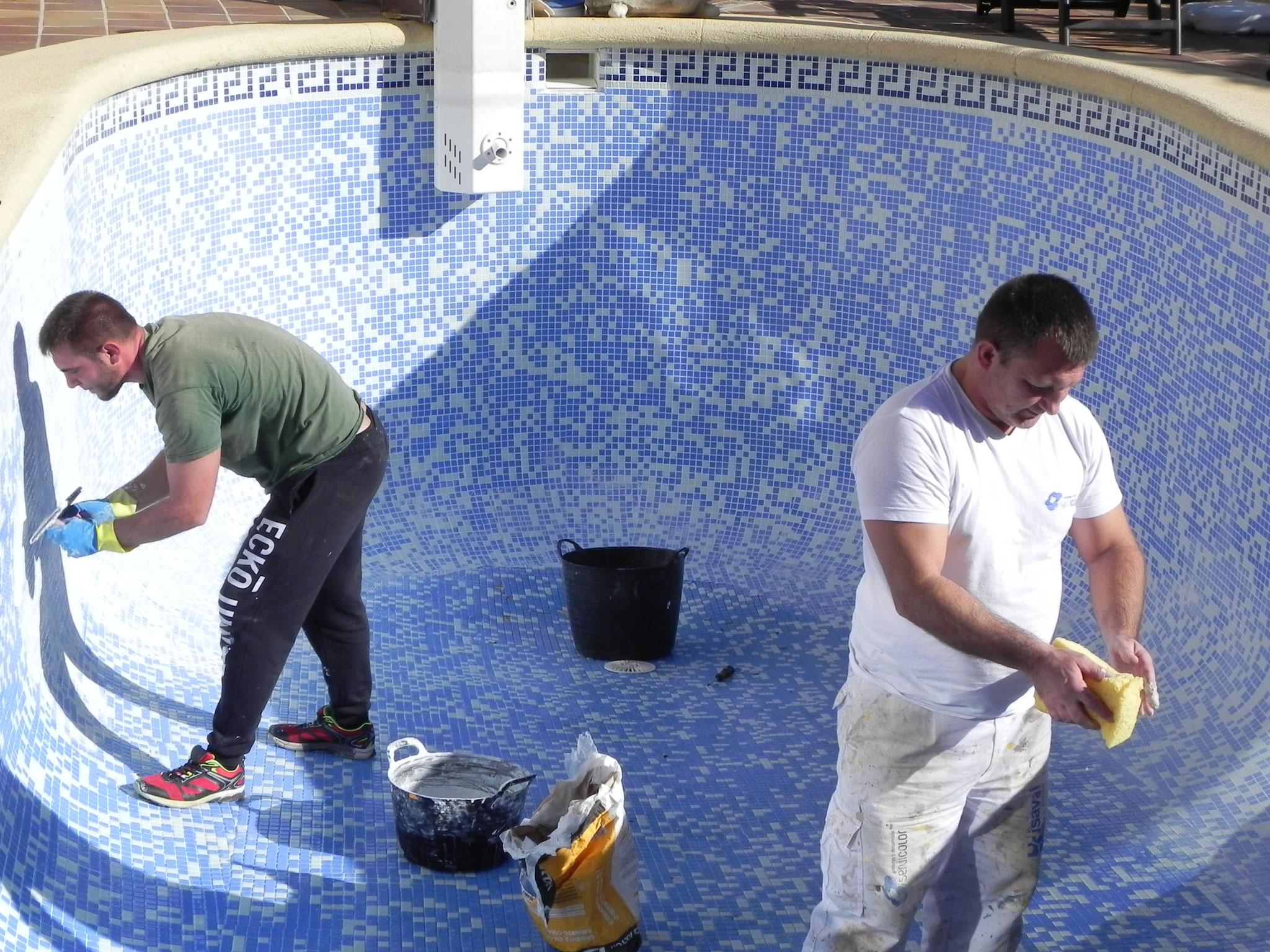 Thomas Weiß & Sohn  bei der Sanierung des Pools