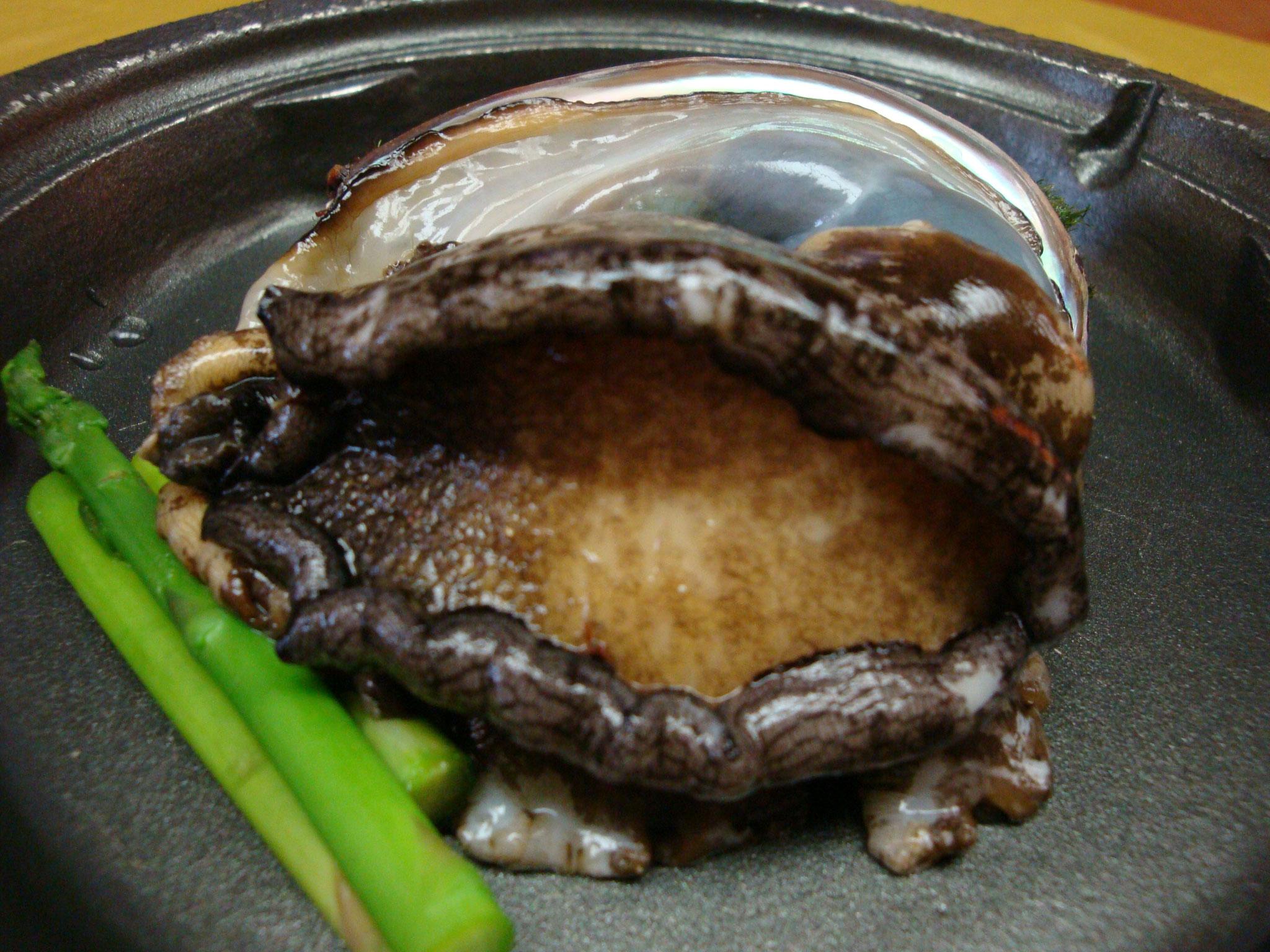 坪田旅館 料理一例(あわび)