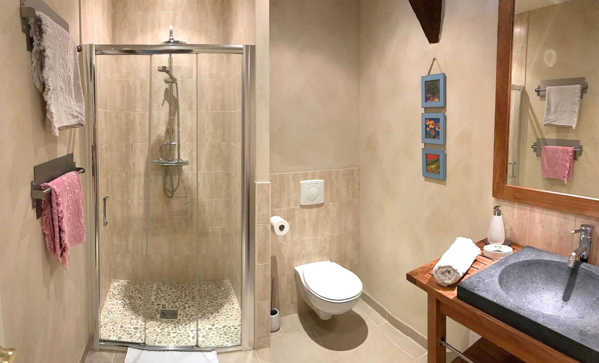 Salle d'eau de la chambre Roses de Cahors