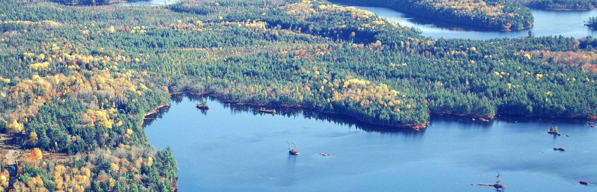 title:Russell Lake,title2:See-Grundstück,provinz:Nova Scotia,bezirk:Queens,art:Ferienimmobilie,flaeche:8.306 m²,ufer:55 Meter,preis:C$ 42.900