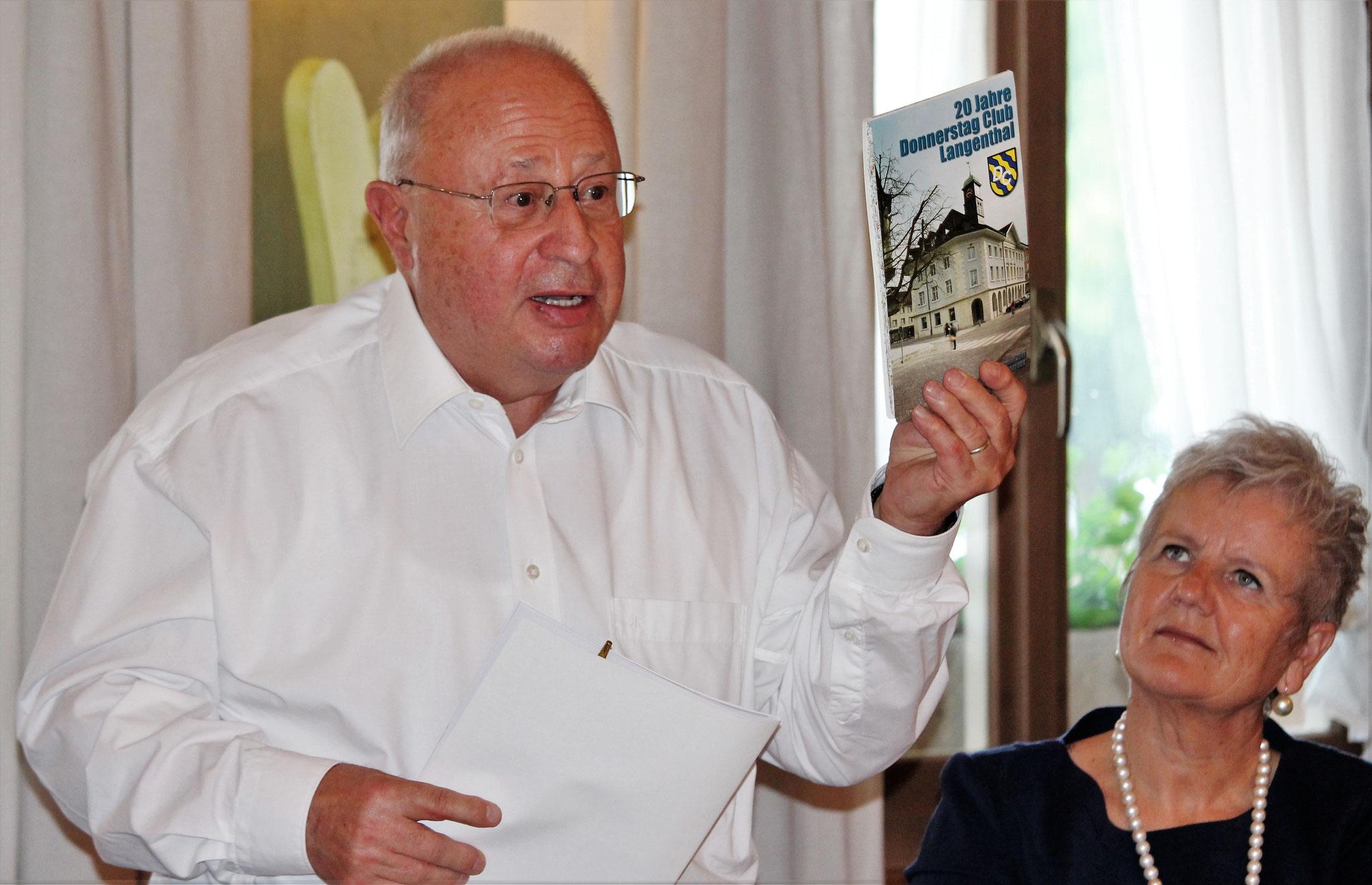 """Ehrenpräsident William Trösch (Langenthal) schwärmt vom Buch """"Sport im Oberaargau"""", das zum 40-Jahr-Jubiläum des Donnerstag Club Oberaargau im Jahr 2021 erscheinen soll."""