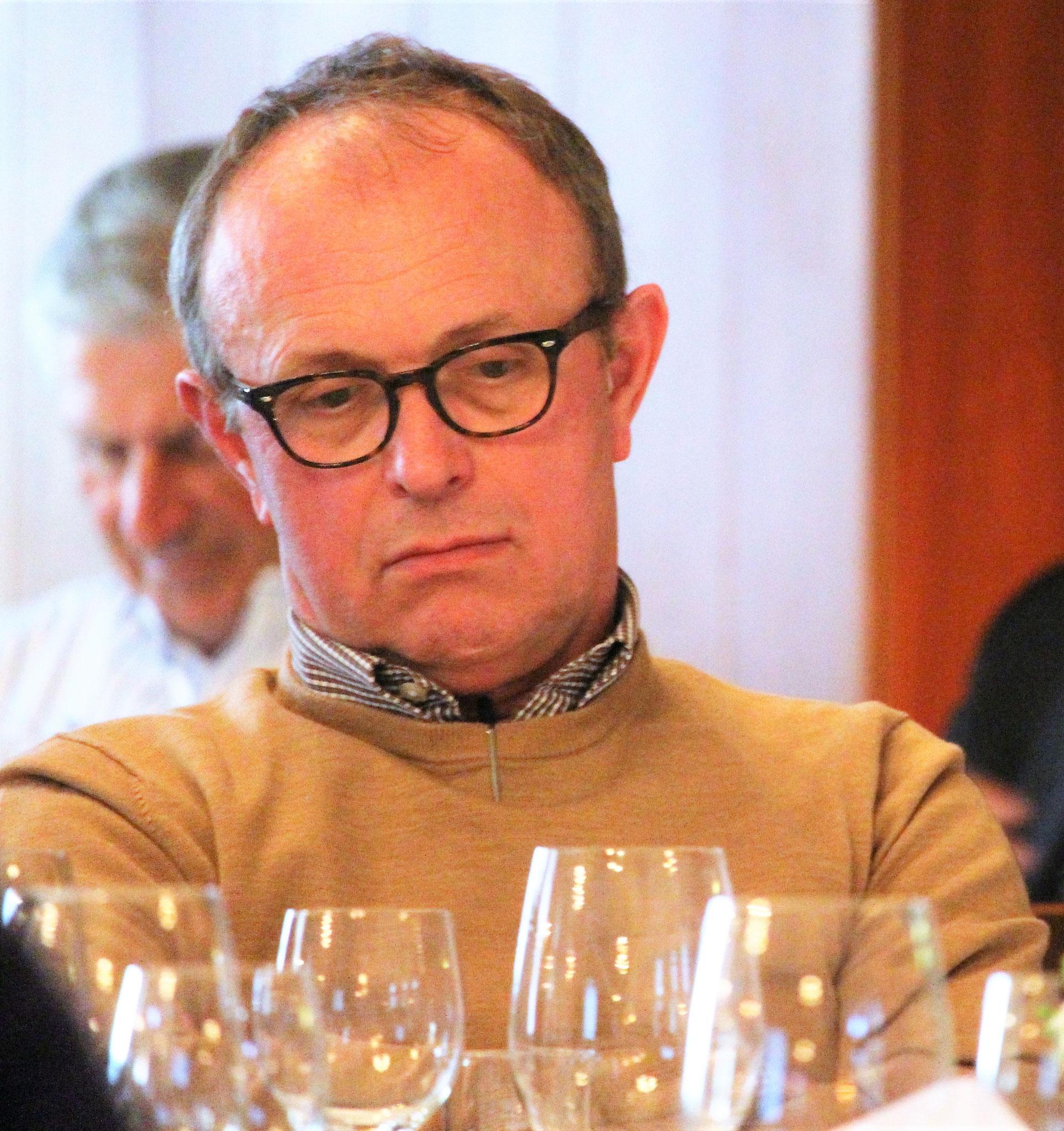 Mitglied Markus Bösiger (Langenthal) verfolgt die traktandierten Geschäfte.