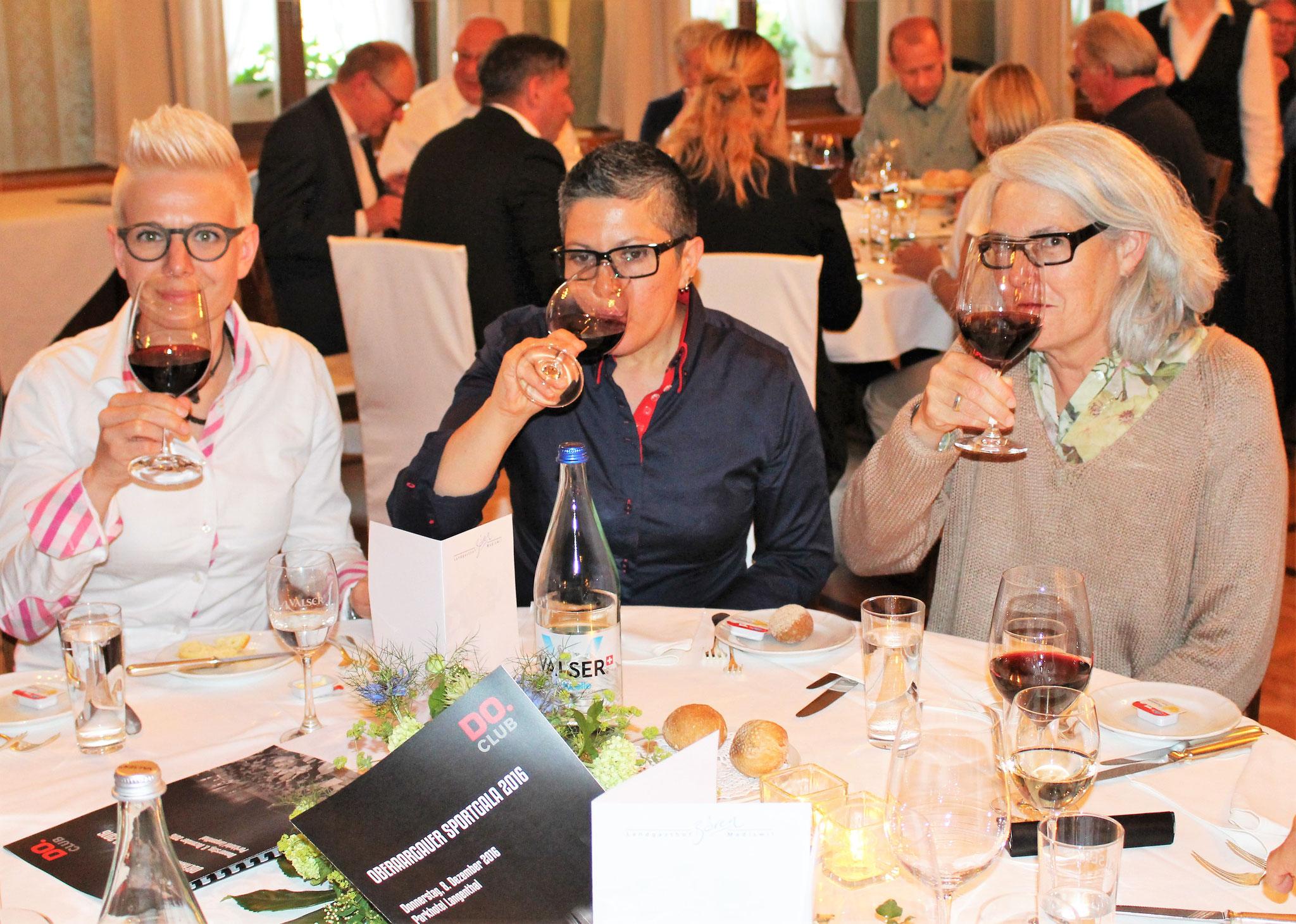"""""""Hoch lebe der Donnerstag Club Oberaargau"""". Was liegt näher, als mit einem feinen Wein auf diesen anzustossen?"""