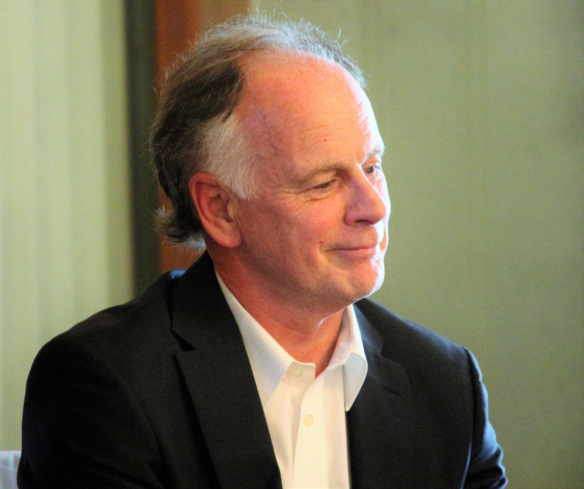 Schmunzelndes Vorstandsmitglied Erich Reinhard (Langenthal), der für seinen Bilder- und Filmrückblick auf 2015 grossen Applaus einheimst.