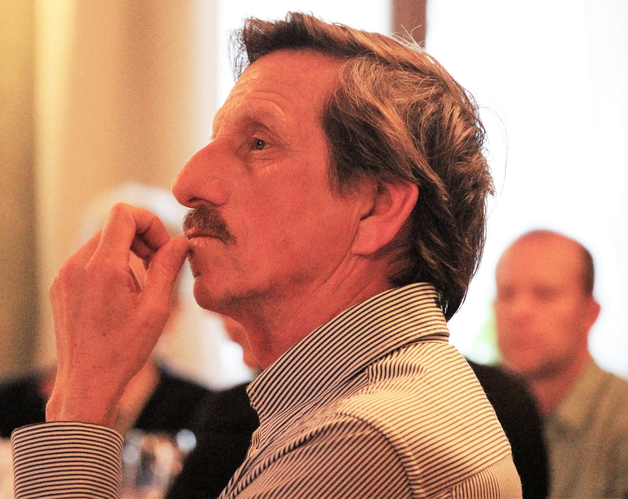 Mitglied Stefan Grossenbacher (Langenthal) verfolgt die traktandierten Geschäfte.