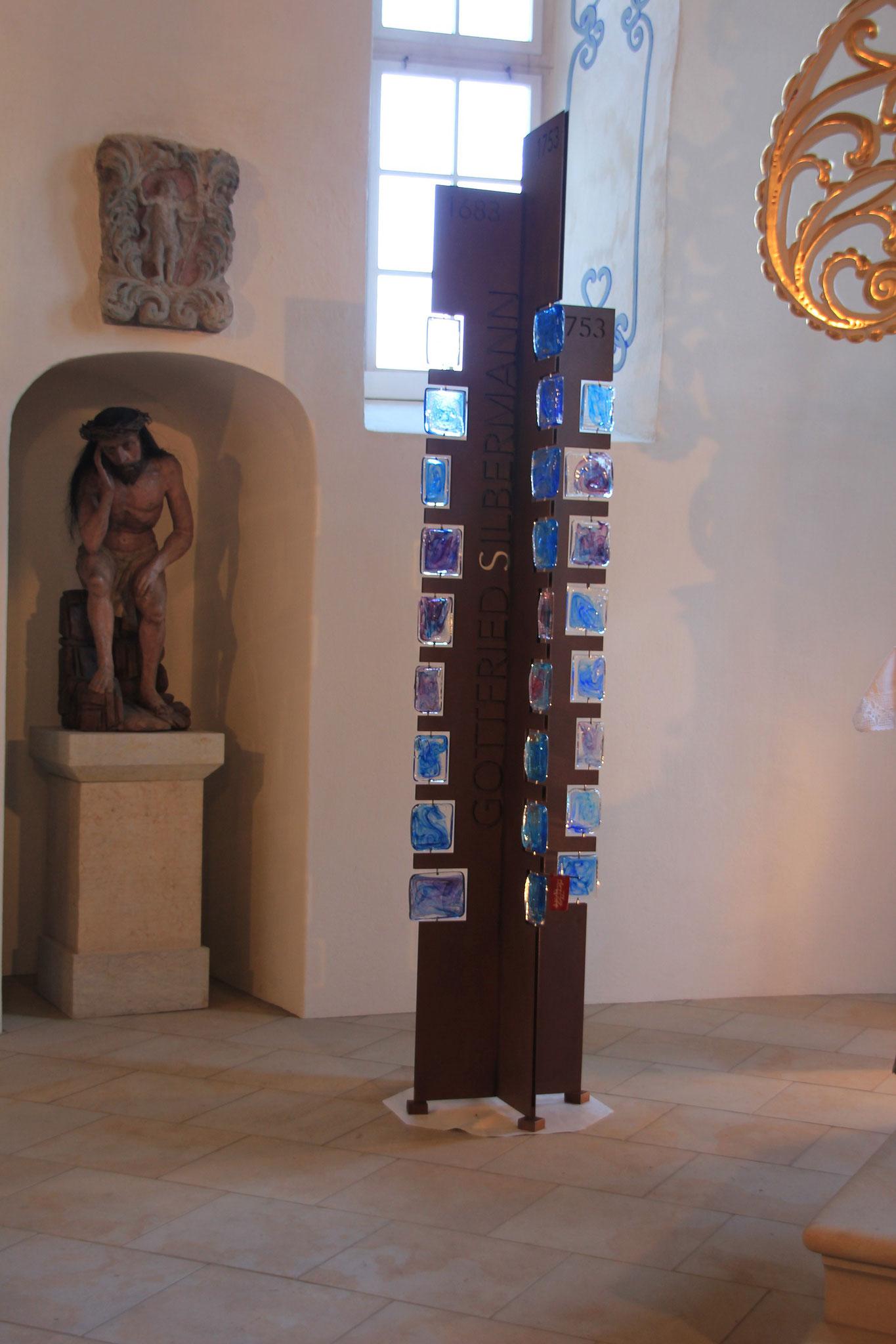 Gedenkstele im Altarraum der Kirche in Pfaffroda/ Sachsen