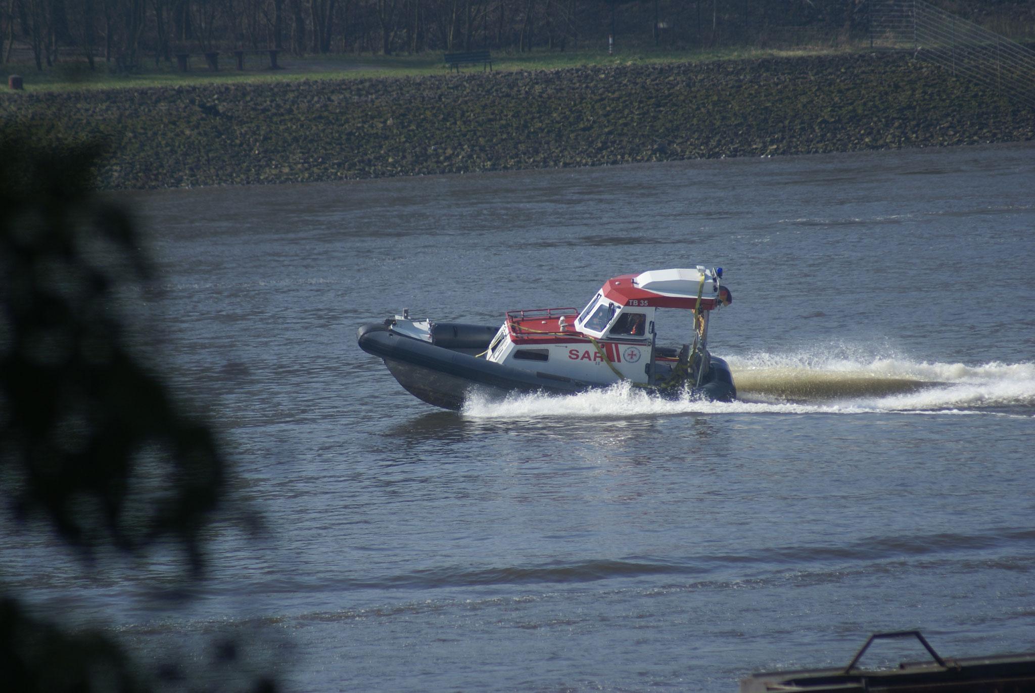 TB 35 auf der Weser in Berne