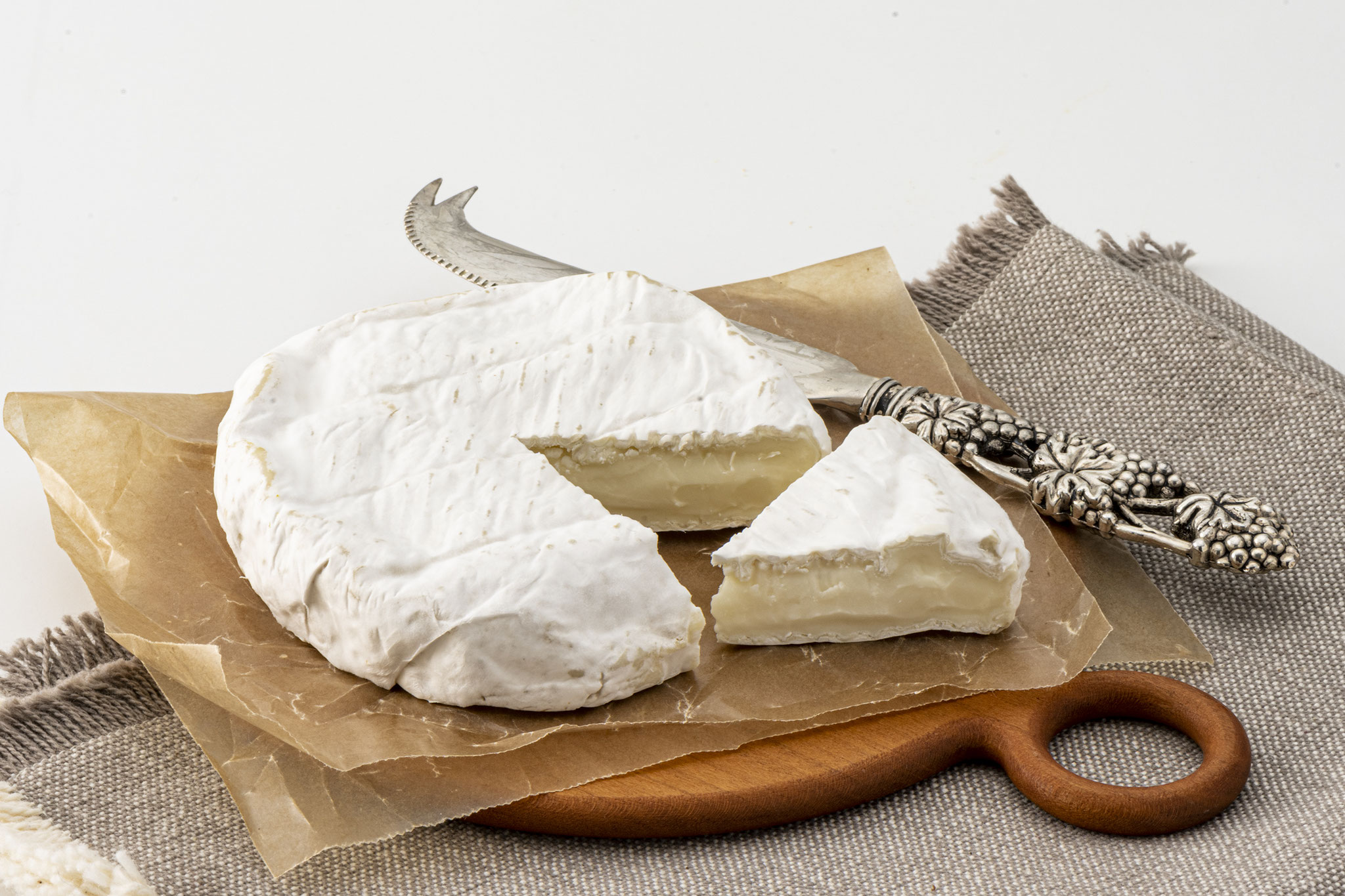 のぼりべつチーズ 乳白華(ニュービアンカ)<(株)のぼりべつ酪農館>