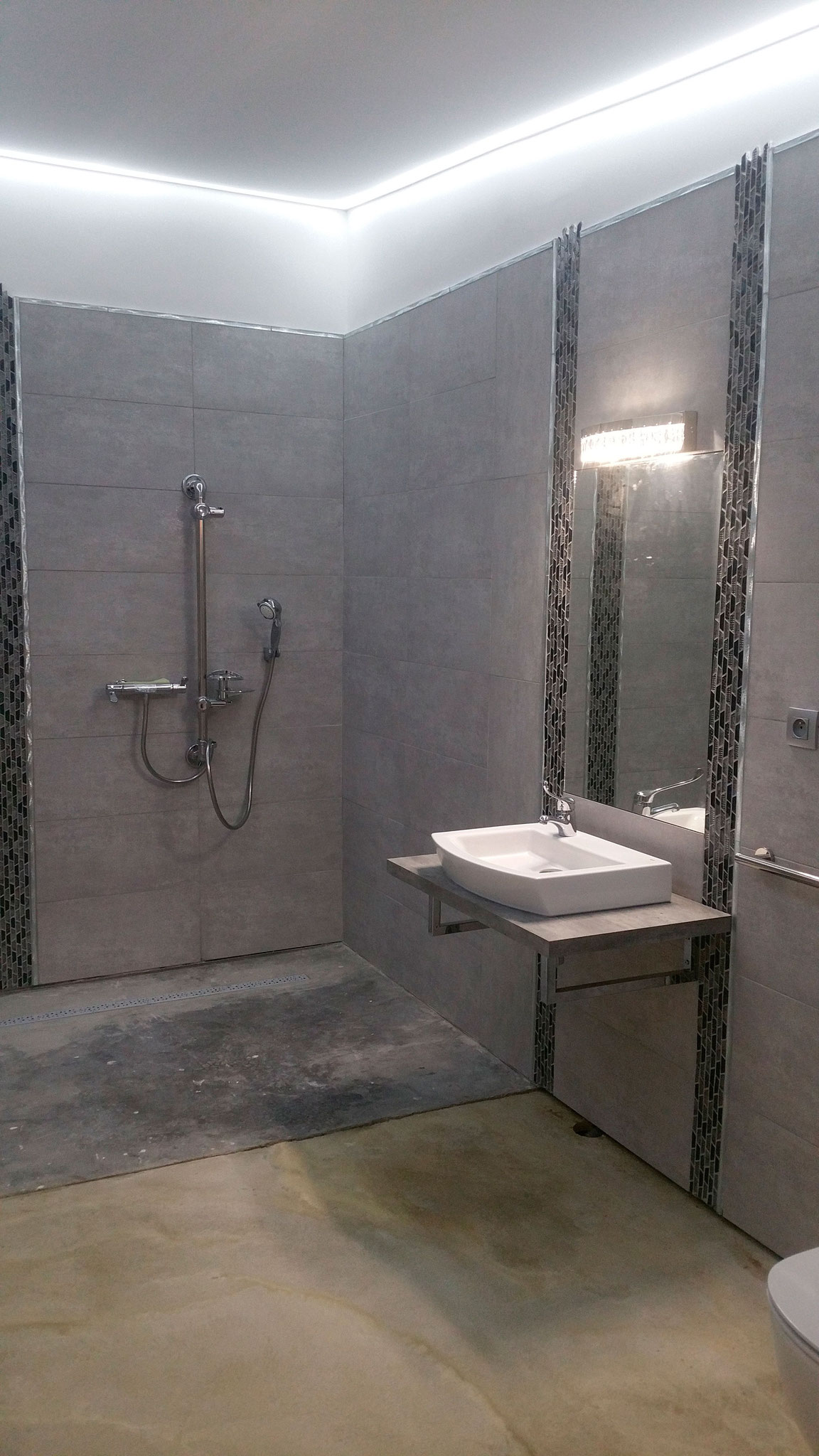 PENDANT   (salle de bain PMR)