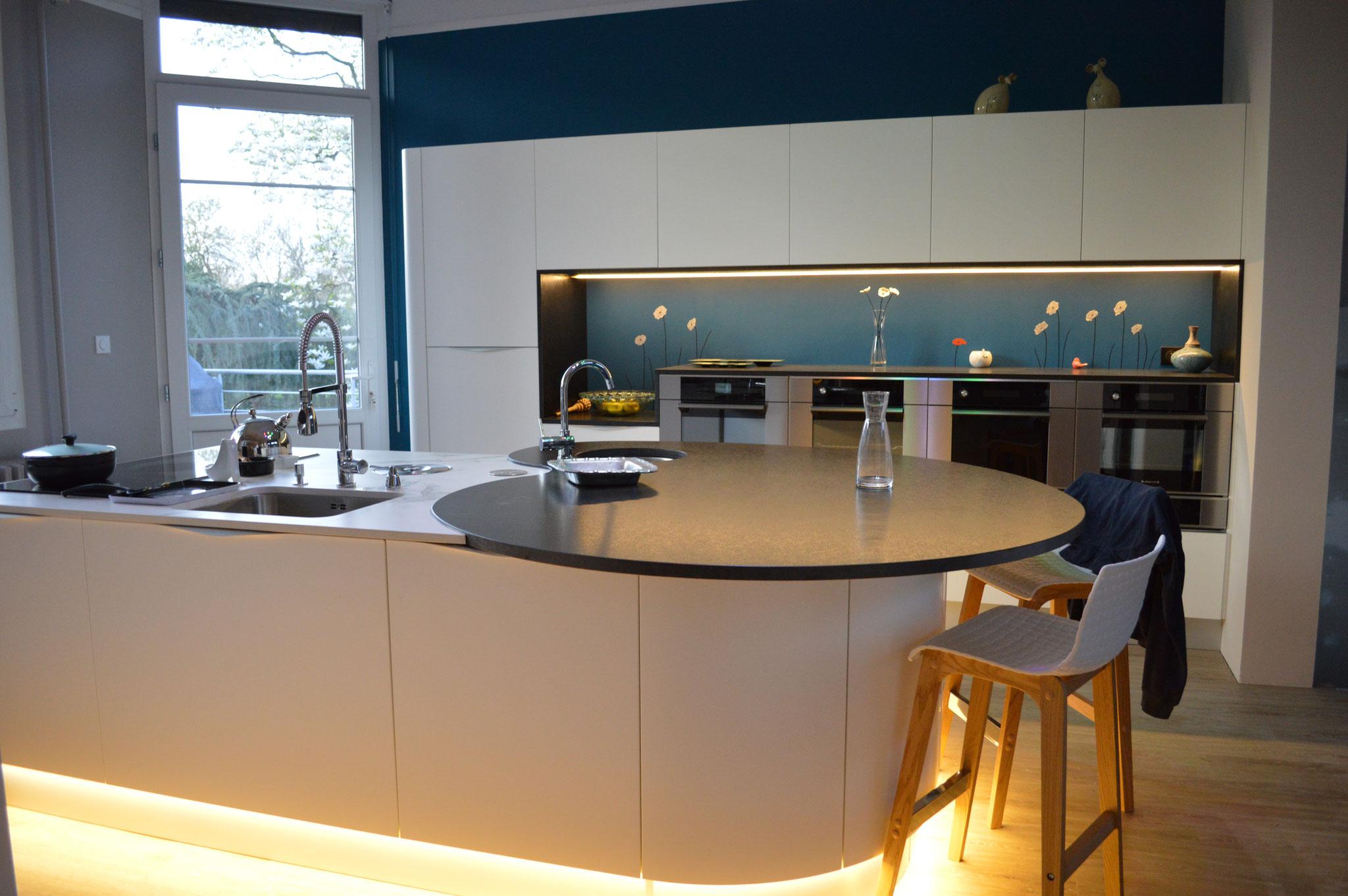 Pièce réhabilitée en cuisine en collaboration avec Coté Cuisines de Bagneux (49), réalisation personnalisée de la crédence et des murs