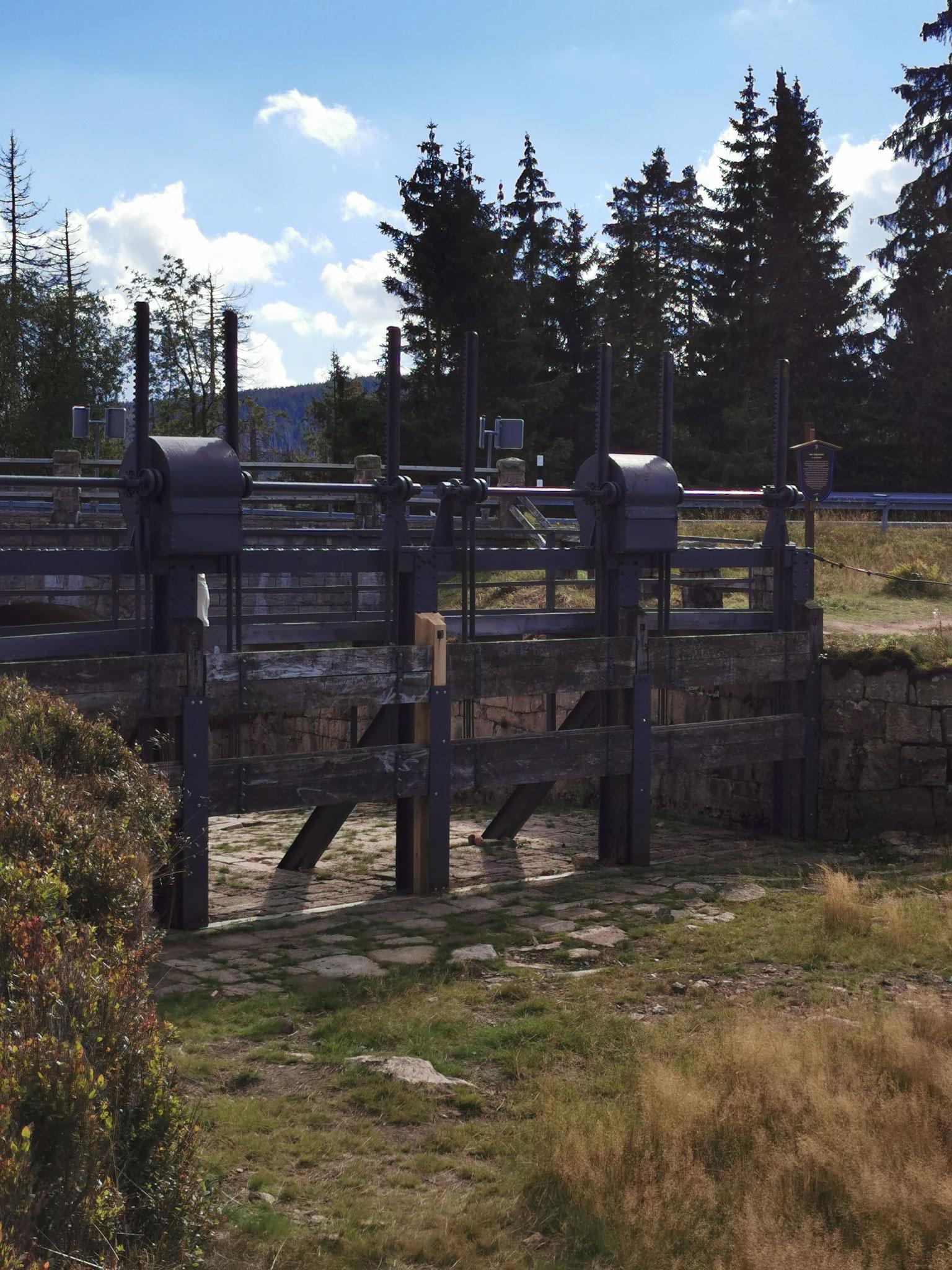 Ein Teil des Ablaufsystems der Staumauer