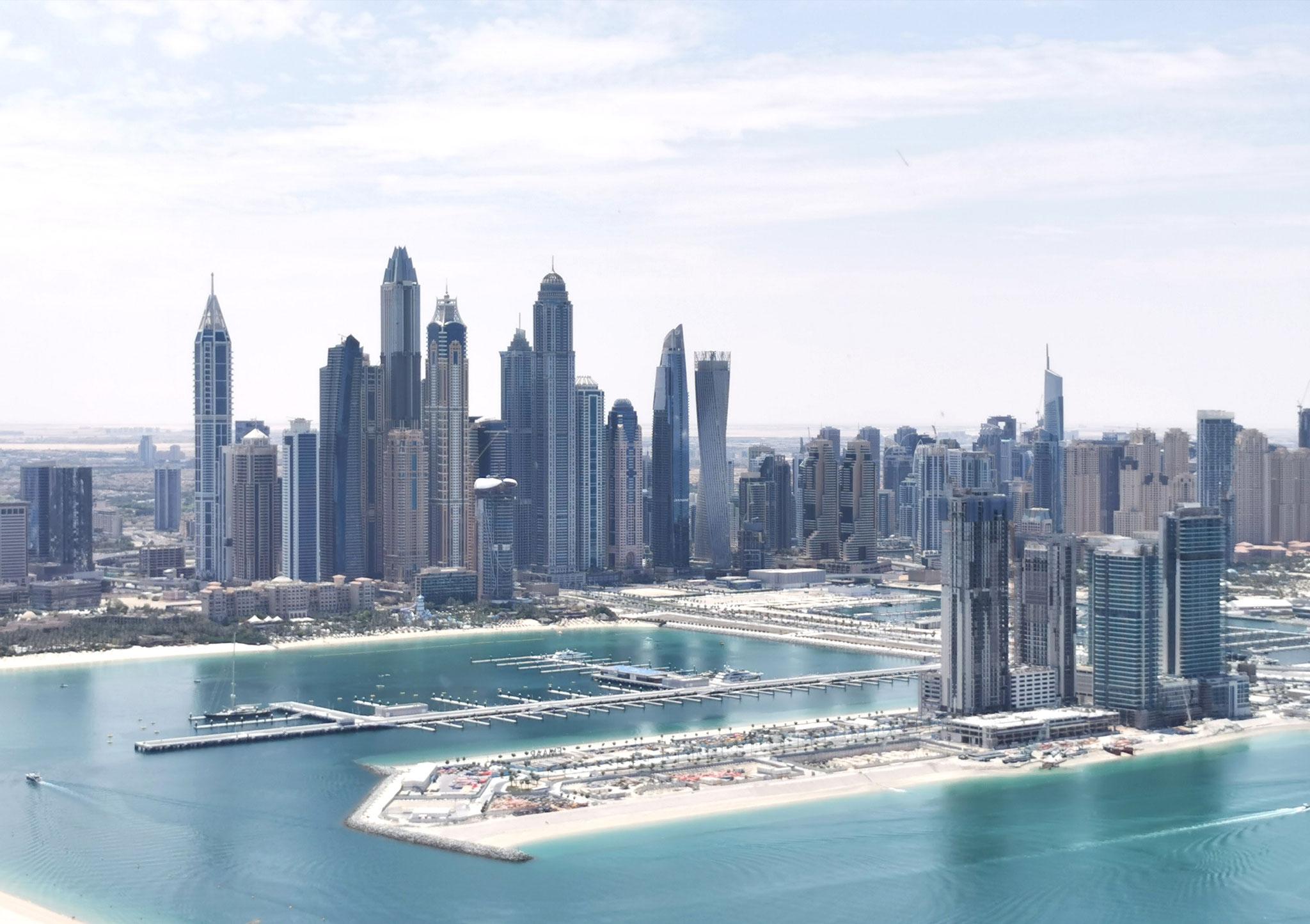 Blick auf die Dubai Marina und Dubai Harbour