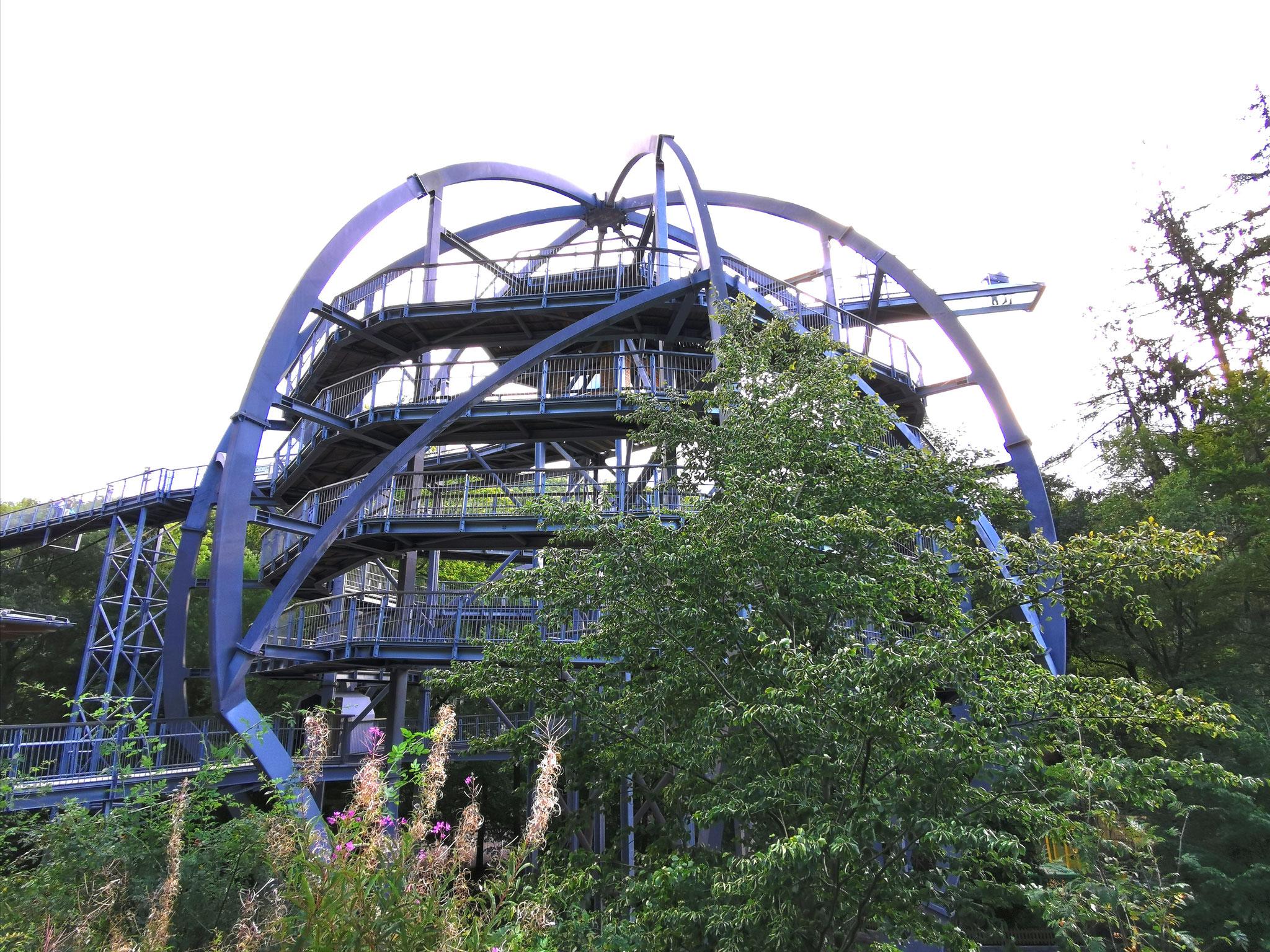 Die Aussichtsplattform am Eingang, mit einer Höhe von 26 Metern
