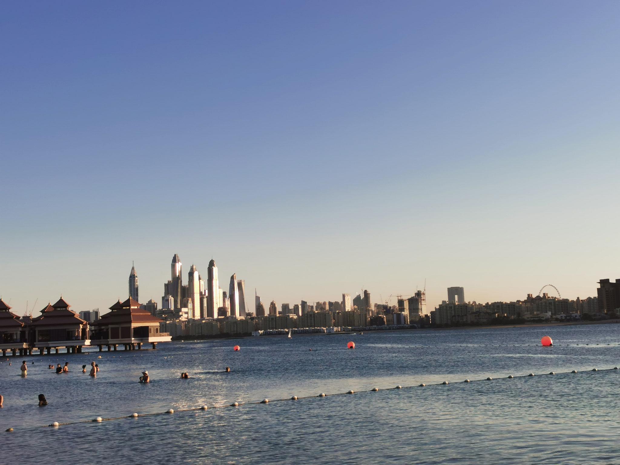 Ein Blick auf die Skyline der Dubai Marina