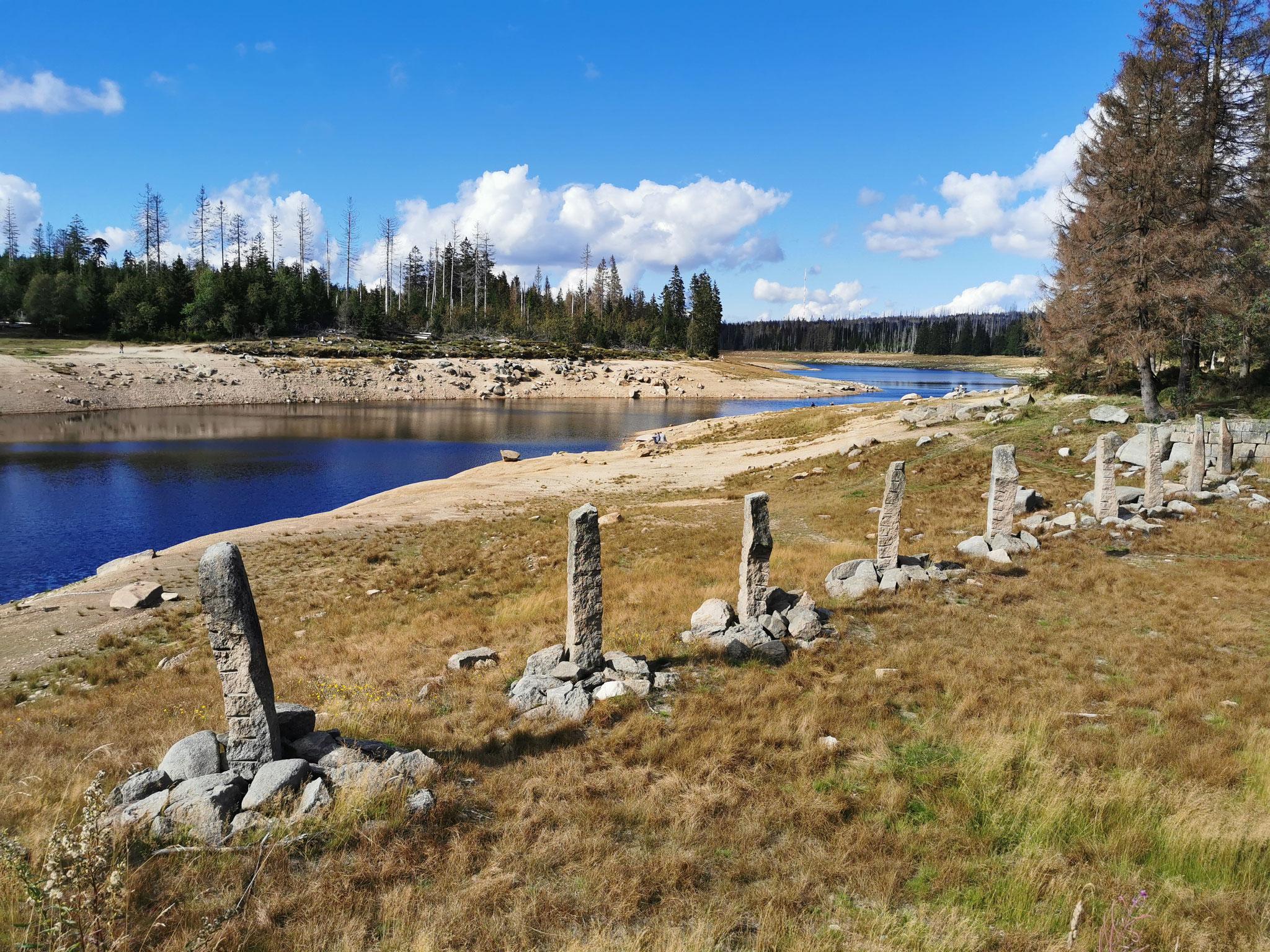 Granit-Obelisken dienen als Eisbrecher