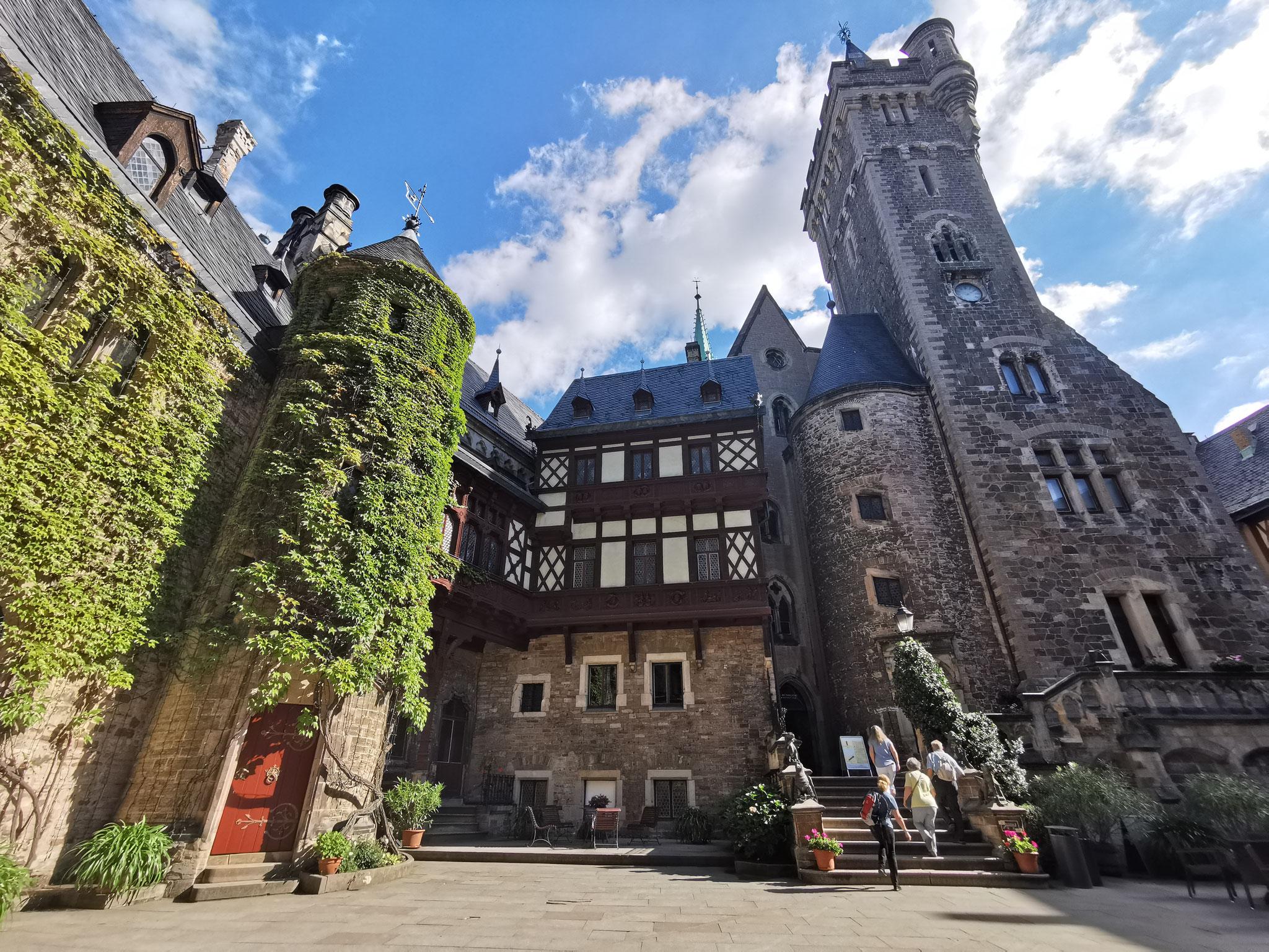 Im Inneren der Burg - Der Burghof