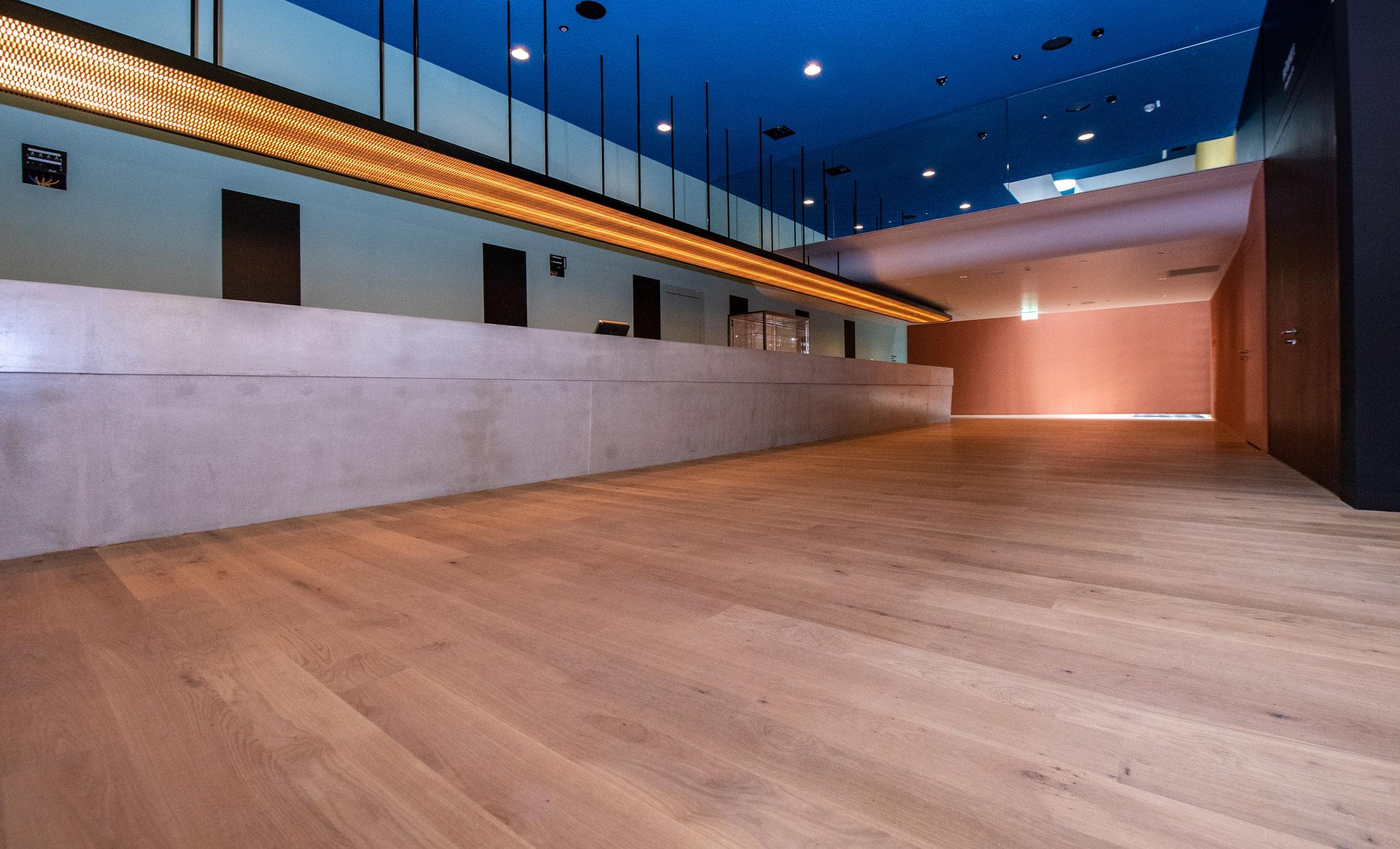 Flur und Eingangsbereiche mit 1800 qm in Eiche Massivdiele geölt