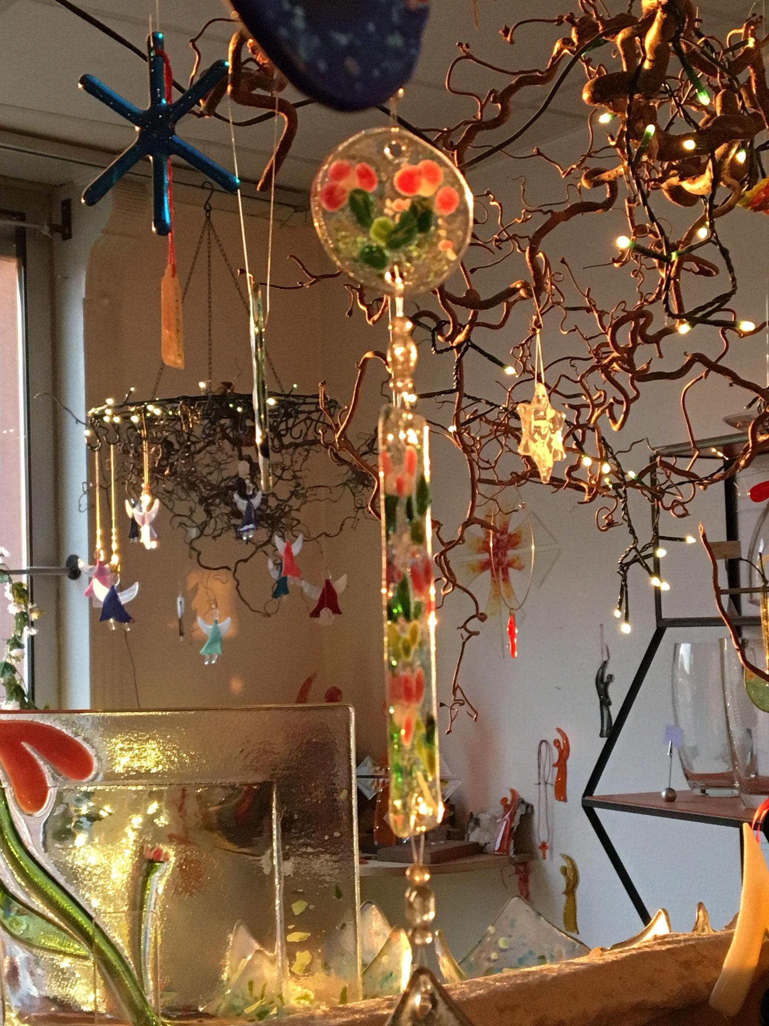 suncatcher mit Glasperlen und schönen Bändern zusammengefügt