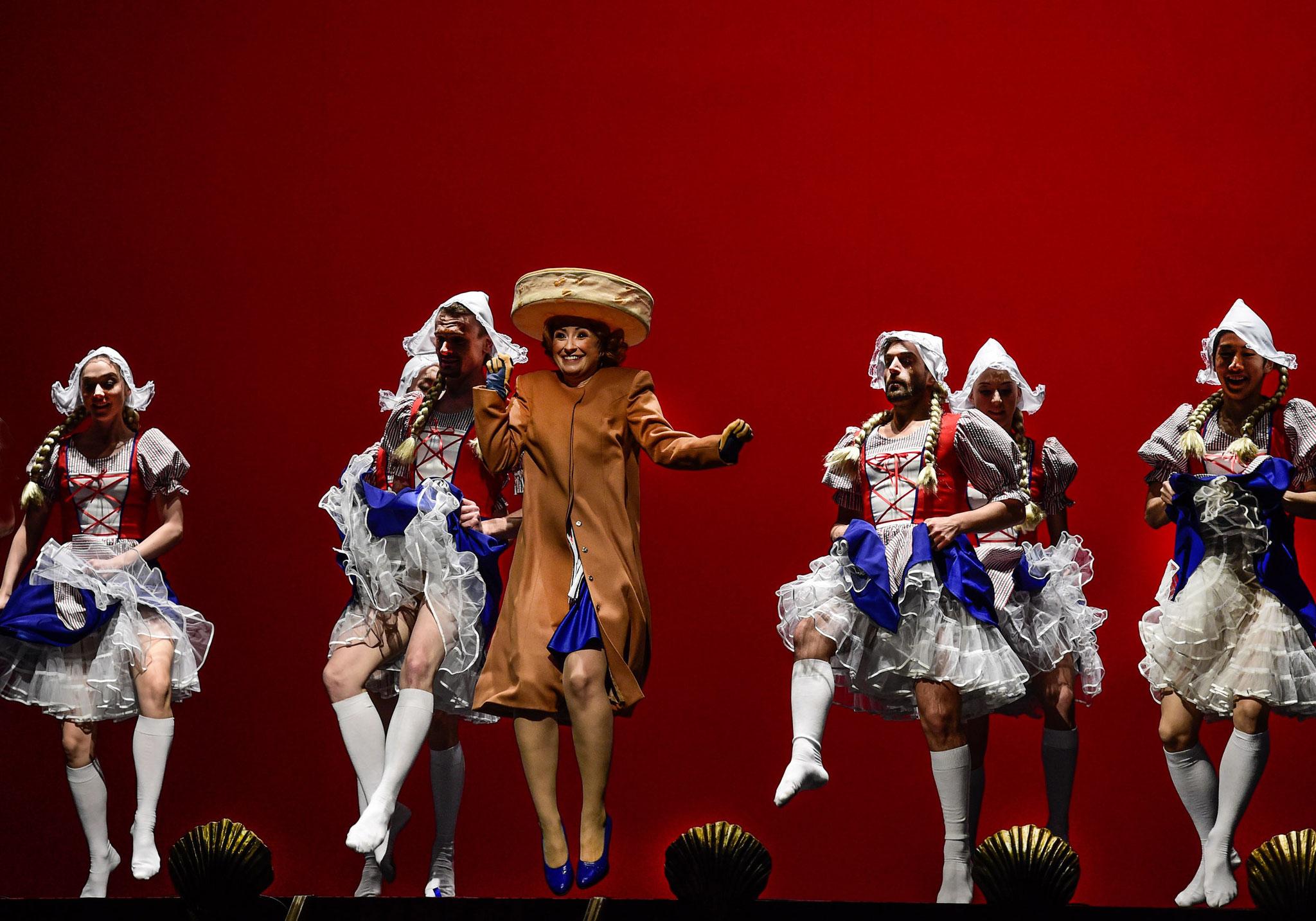 Südseetulpen von Benjamin Schweitzer - Partie: Königin Amalie - Kostüme: Ingeborg, Maske: Nadine Wagner