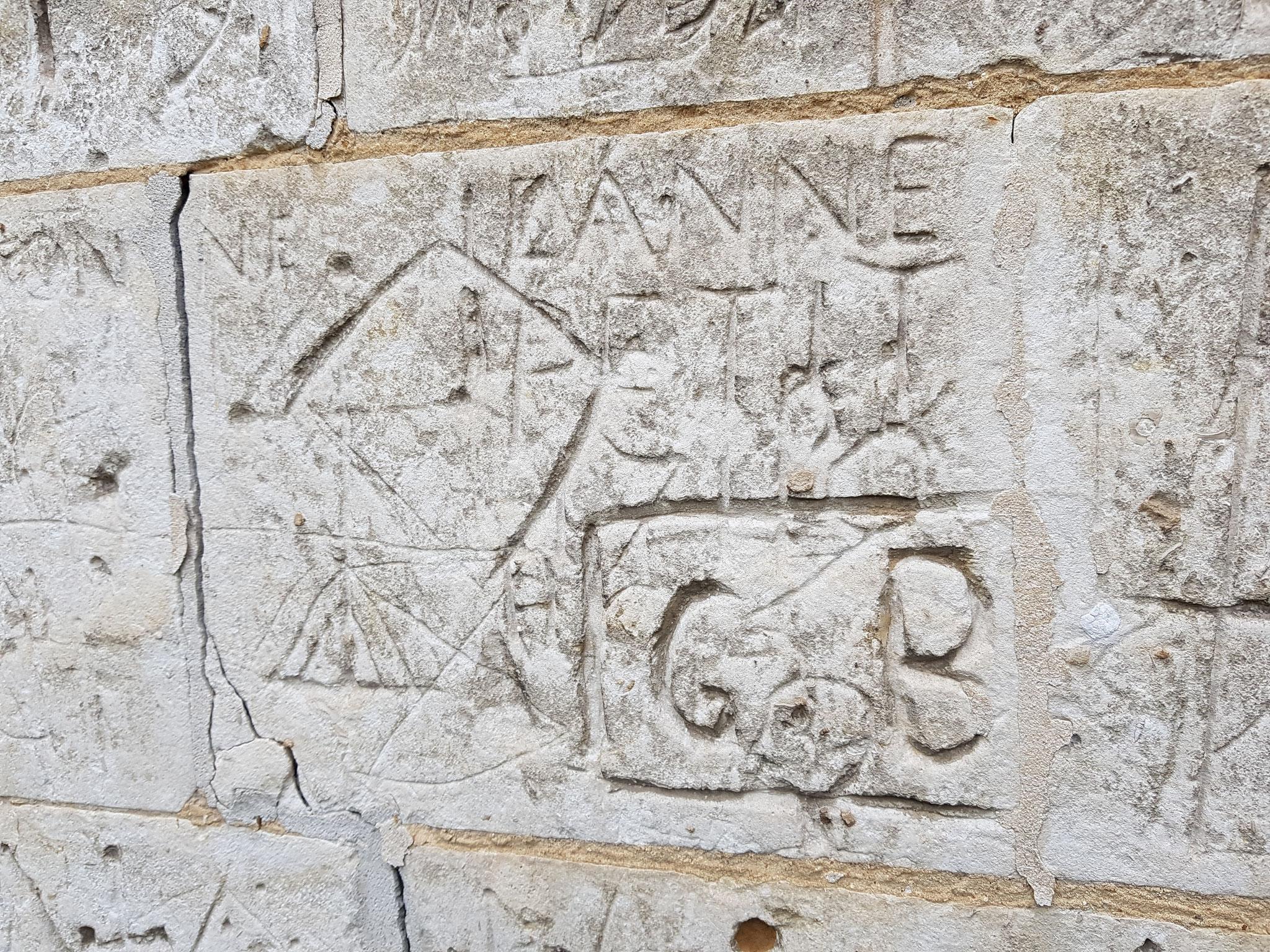 Graffitis sur l l'église de Frohen-sur-Authie