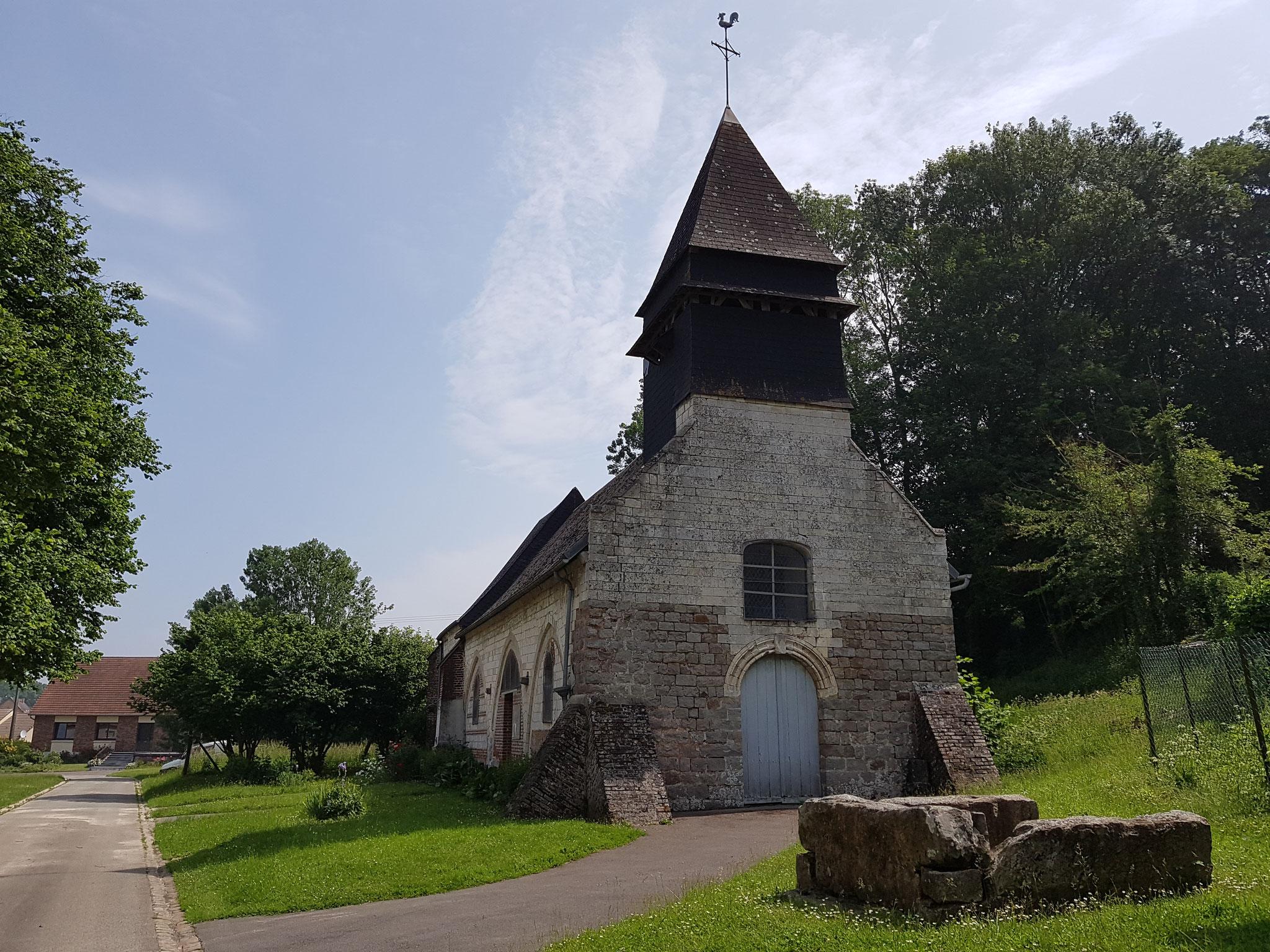L'église et l'ancien puits de Mirvaux