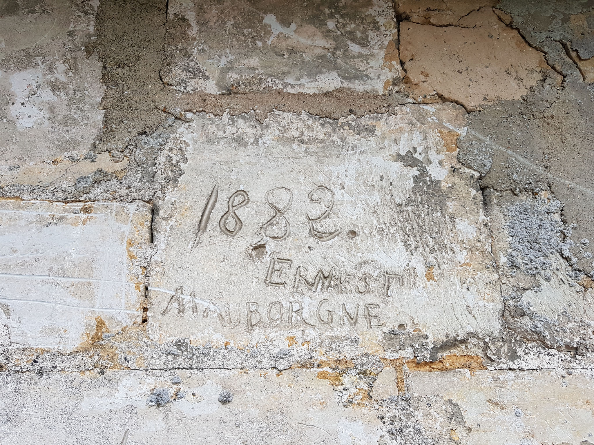 Graffiti sur l'église de Saint-Acheul