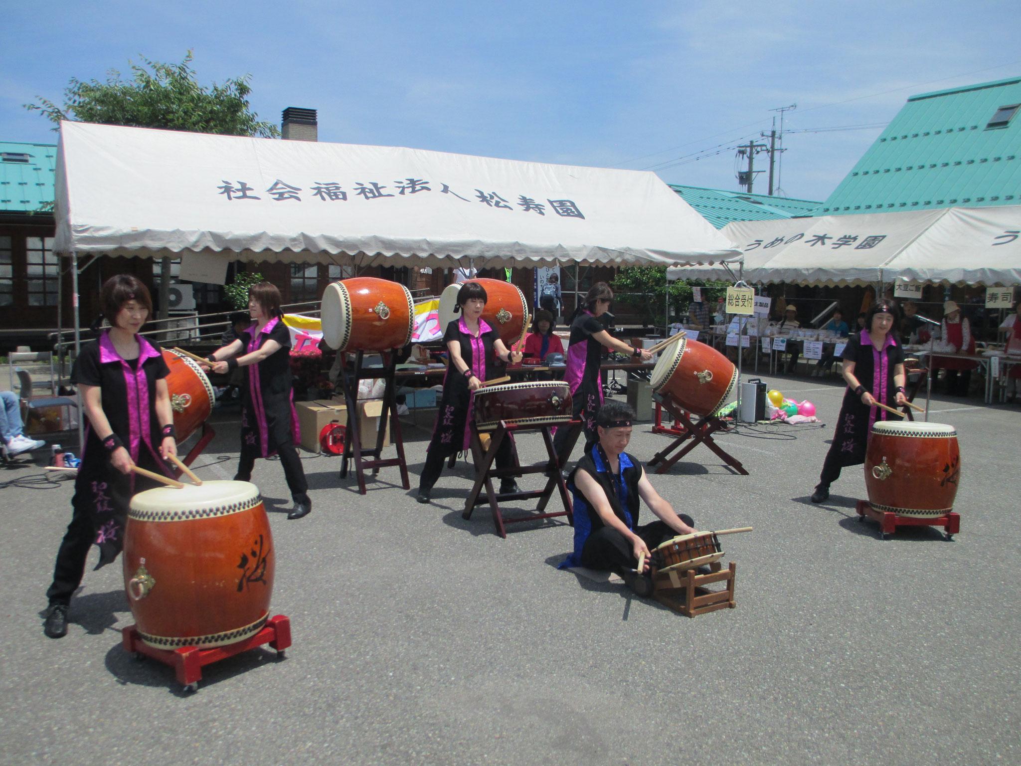 桜さんの迫力の太鼓演奏