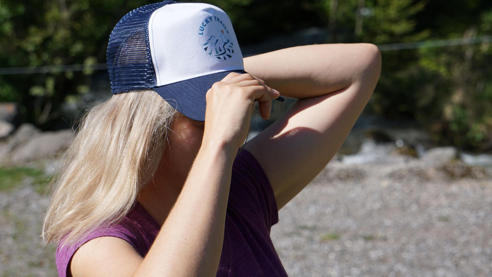 Lucky Trails, Trucker Cap, erhältlich in blau-weiss und schwarz-weiss