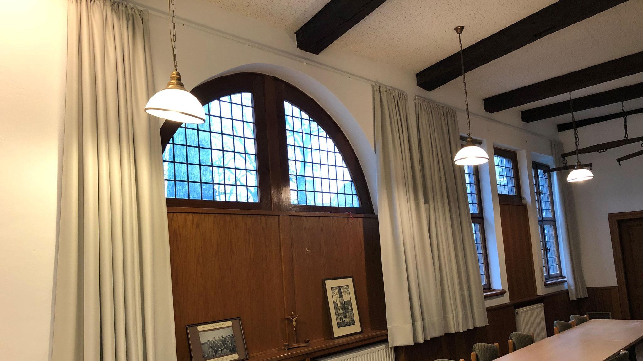 ...und den Raum mit neuen Verdunklungsvorhängen ausgestattet. Fotos: DRK-Ortsverein Billerbeck