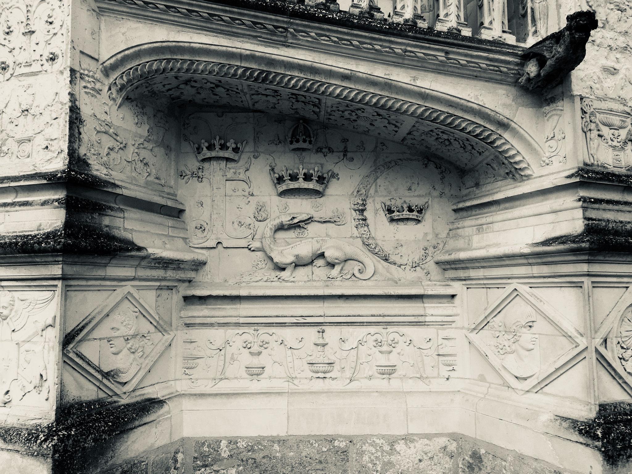 Détail architectural, la salamandre comme symbole royal de l'époque.