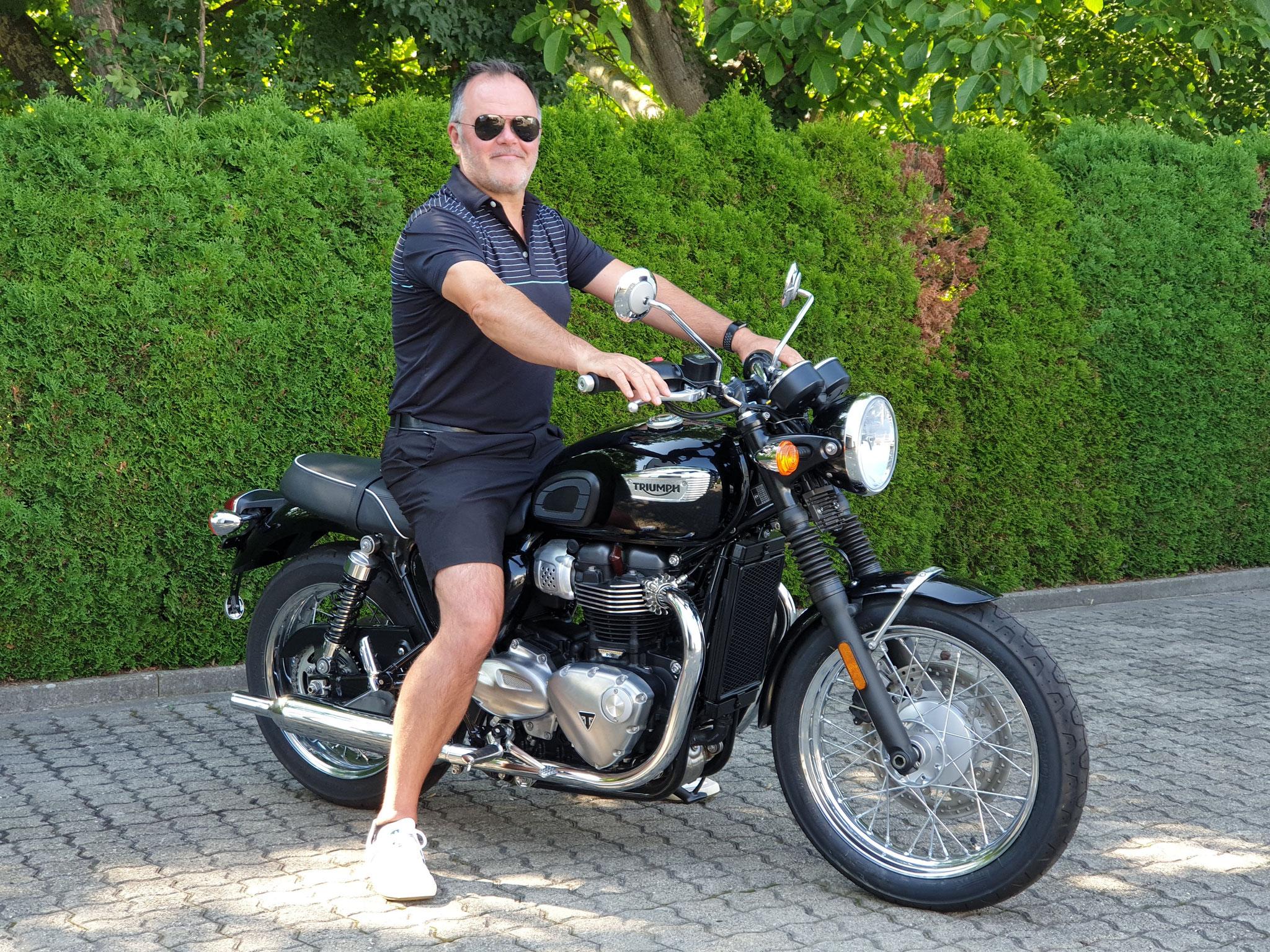 Herr Currie aus Malsburg-Marzell mit seiner neuen TRIUMPH T100 (Copyright: Herr Currie)